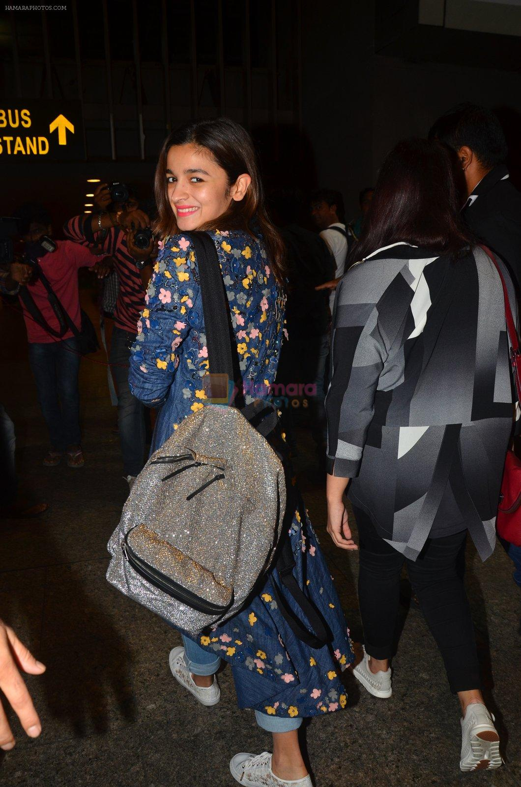 Alia Bhatt snapped at airport on 25th Aug 2016
