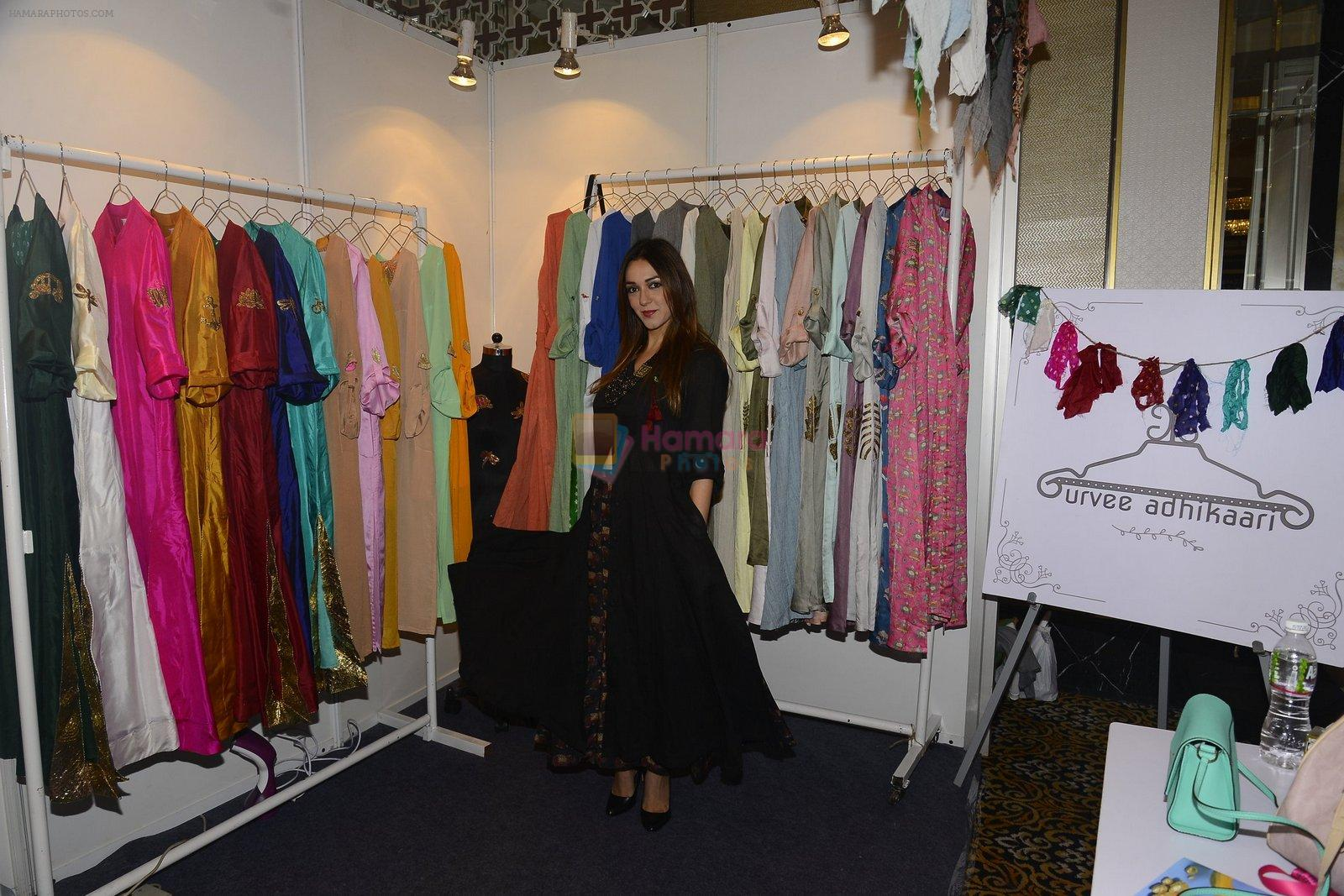 Nauheed Cyrusi snapped at designer Urvee Adhikari stall at Lakme fashion week on 25th Aug 2016
