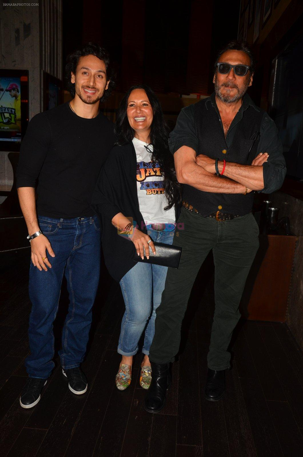 Jackie Shroff, Ayesha Shroff, Tiger Shroff at The Flying Jatt premiere on 24th Aug 2016