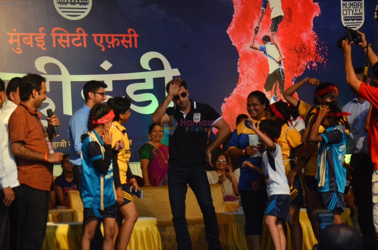 Ranbir Kapoor during the Mumbai City FC Dahi Handi Utsav at Shahaji Raje Bhosle Kreeda Sankul on 25th Aug 2016