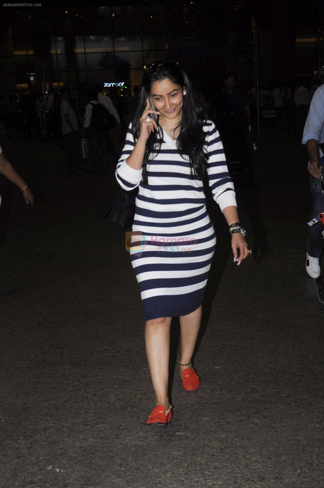 Manyata Dutt snapped at airport on 26th Aug 2016