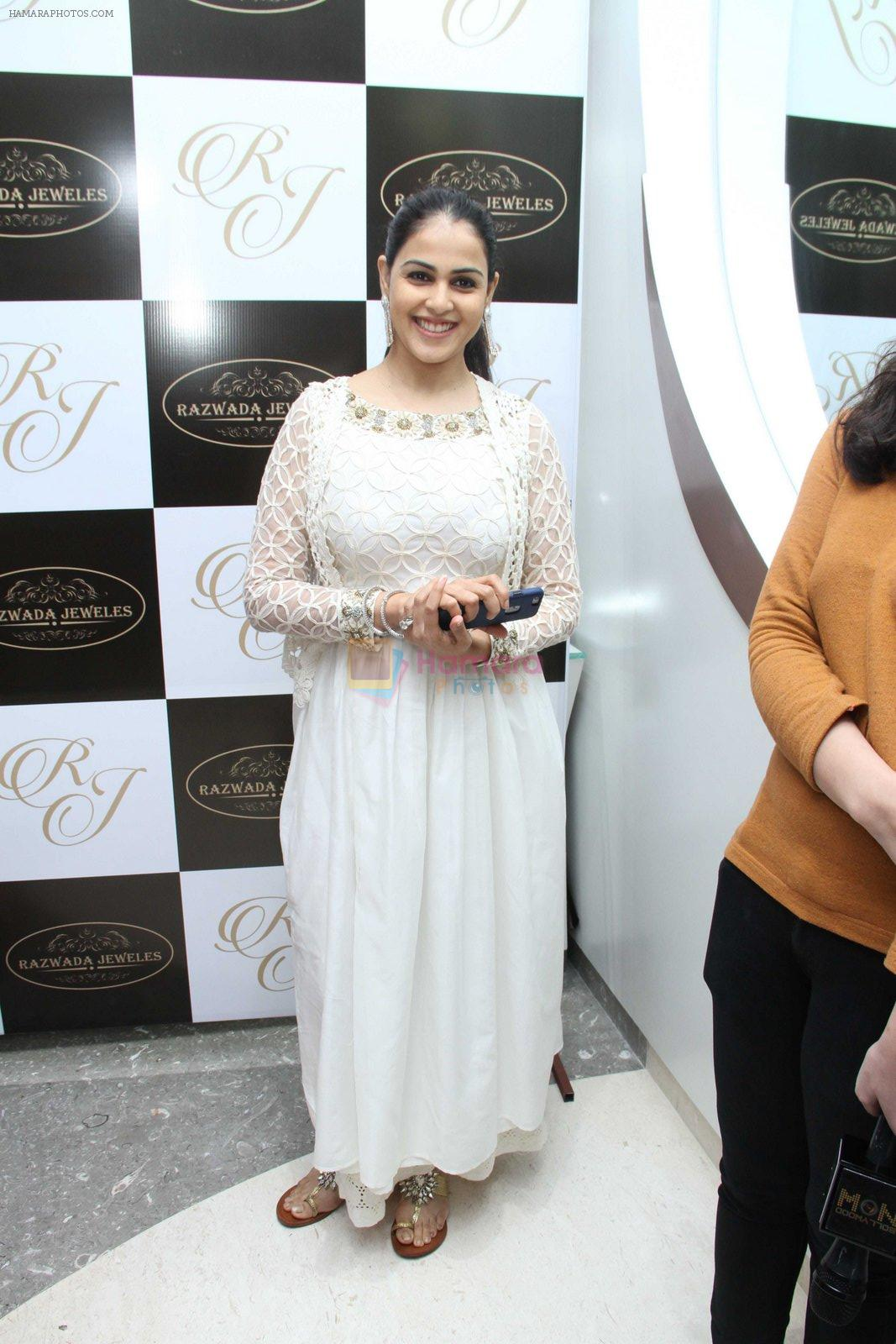 Genelia D Souza snapped at jewellery event on 26th Aug 2016
