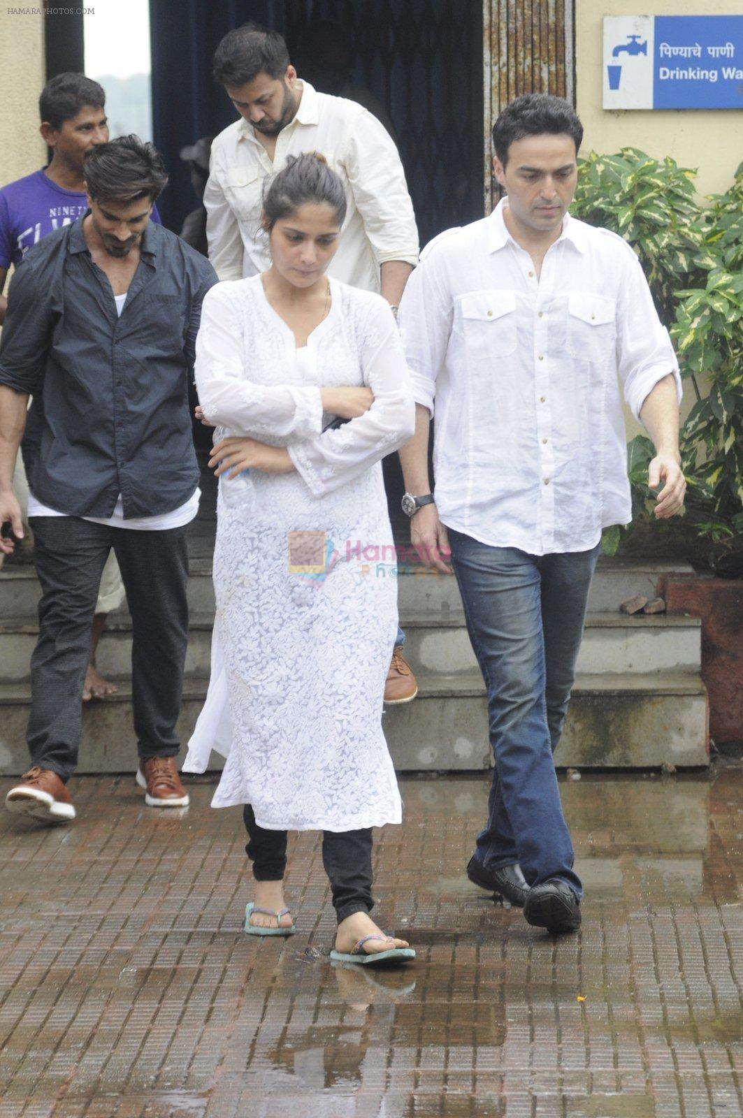 Aarti Singh at Krushna Abhishek's father funeral on 26th Aug 2016