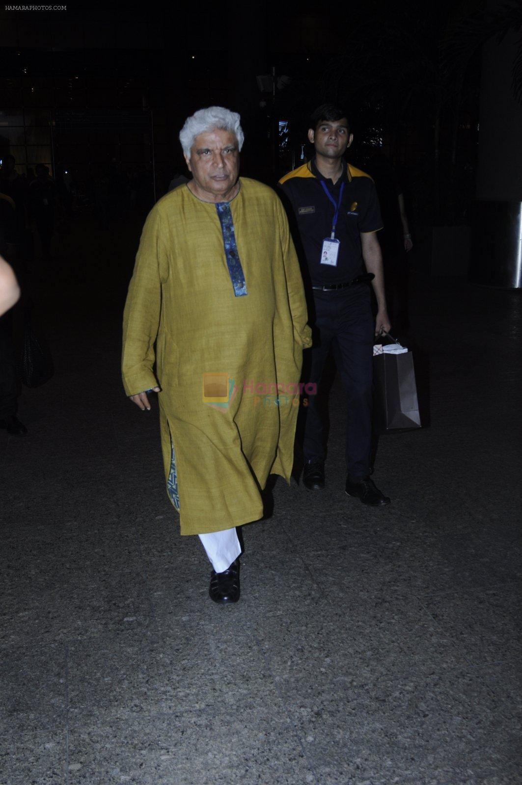 Javed Akhtar snapped at airport on 26th Aug 2016
