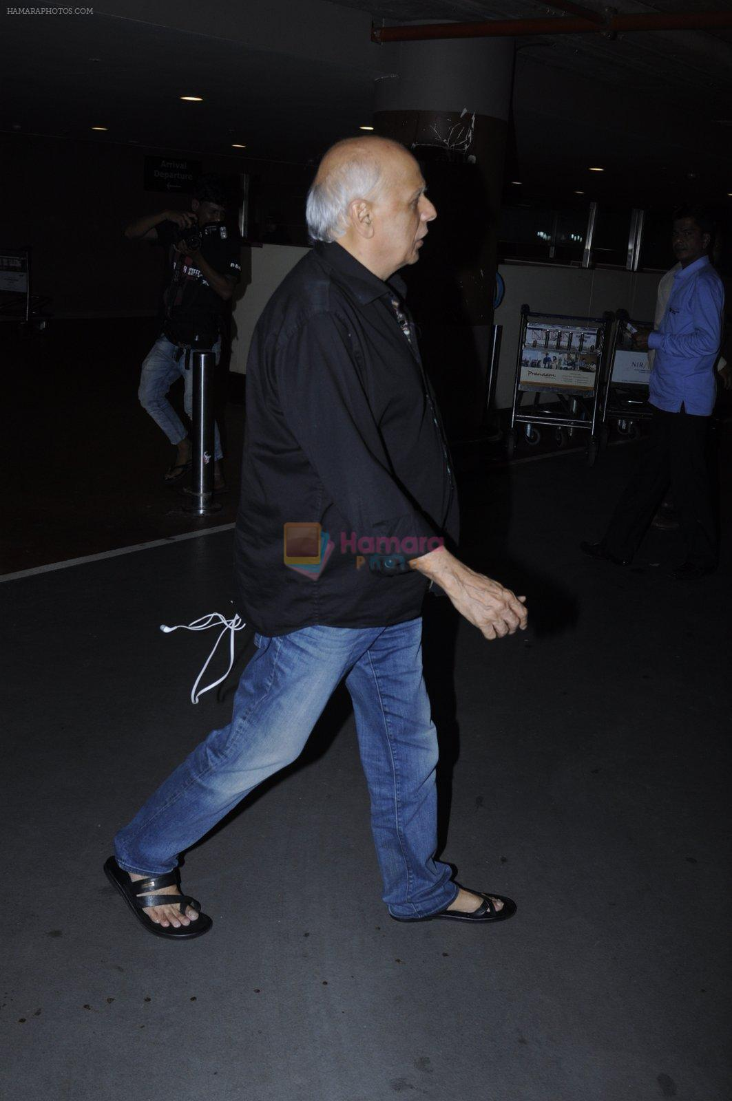 Mahesh Bhatt snapped at airport on 26th Aug 2016
