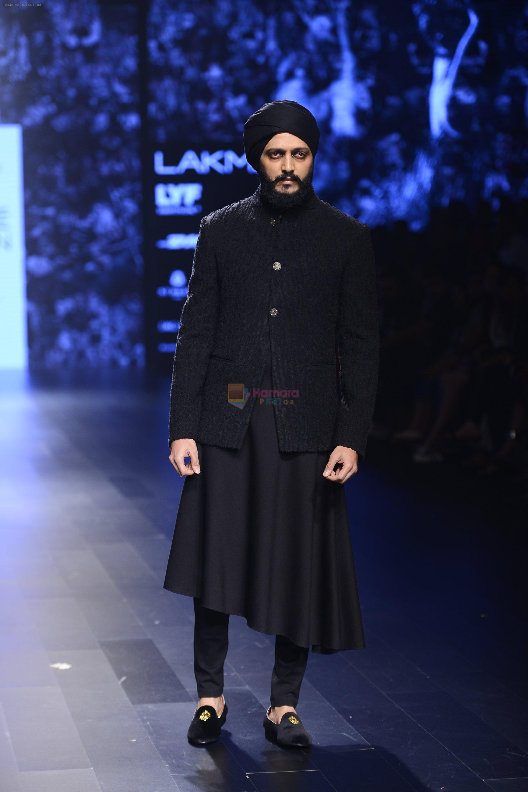 Riteish Deshmukh walk the ramp for Shantanu and Nikhil Show at Lakme Fashion Week 2016 on 27th Aug 2016
