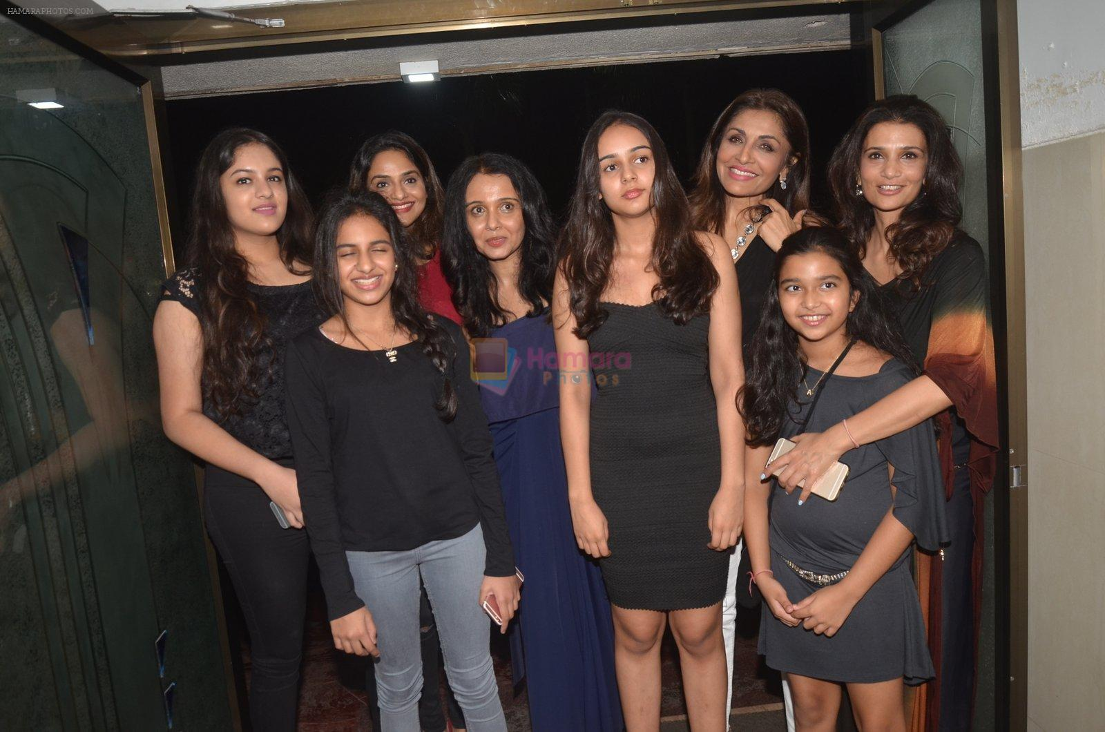 Madhoo Shah, Suchitra Krishnamurthy at the Vamps bash hosted by Suchitra on 27th Aug 2016