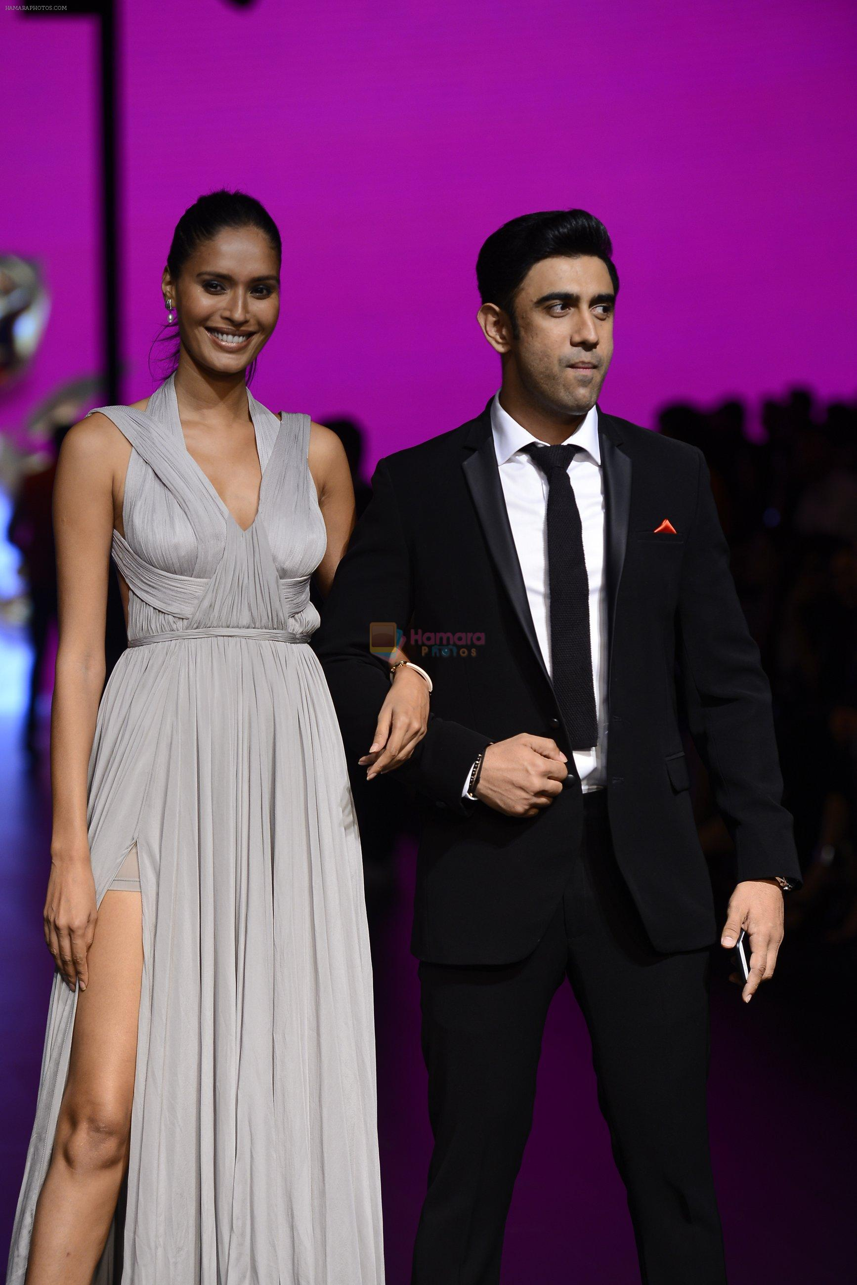 Amit Sadh walk the ramp for Shantanu and Nikhil Show at Lakme Fashion Week 2016 on 27th Aug 2016