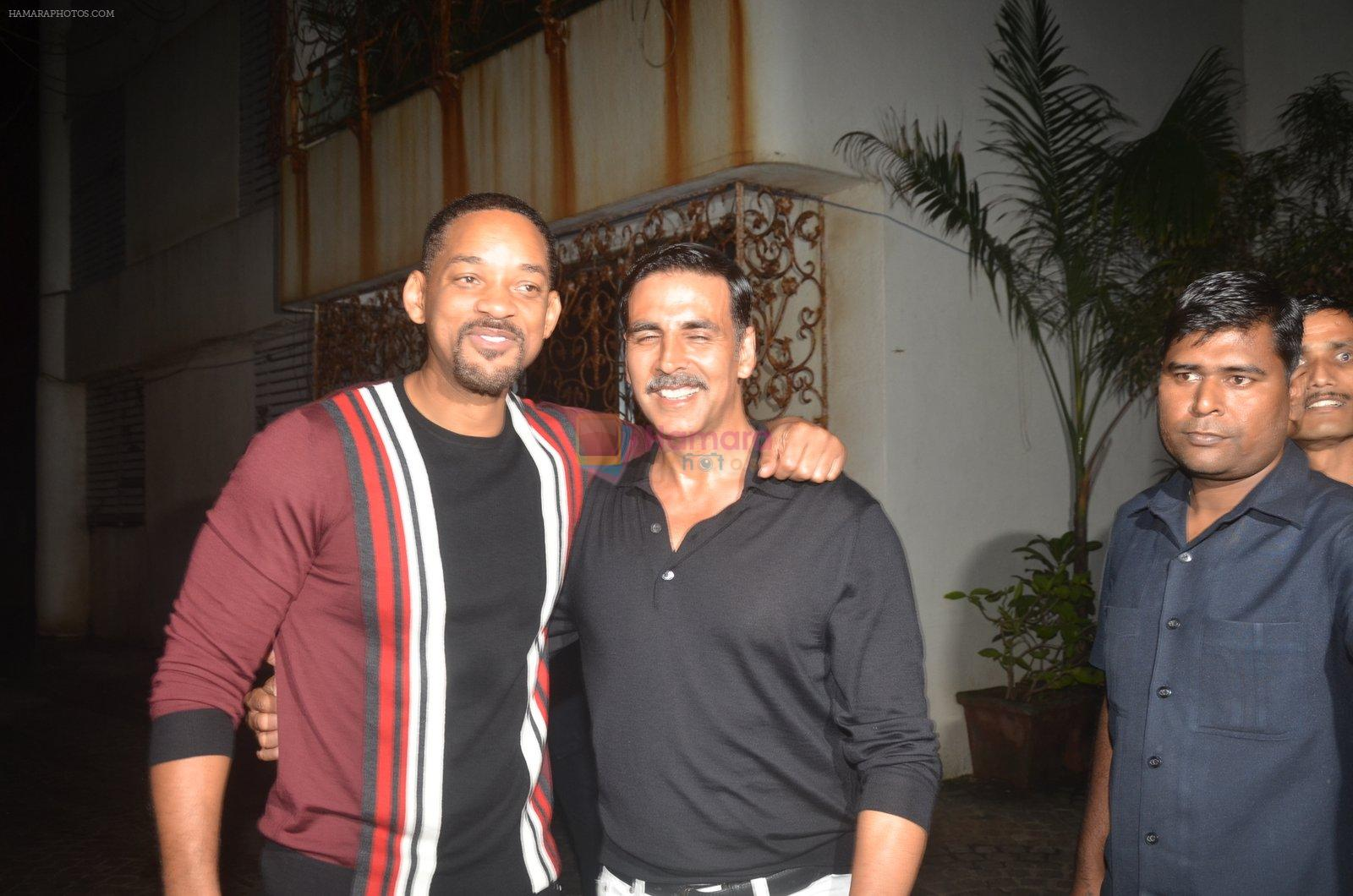 Akshay Kumar hosts a party in honour of Hollywood superstar Will Smith on 28th Aug 2016