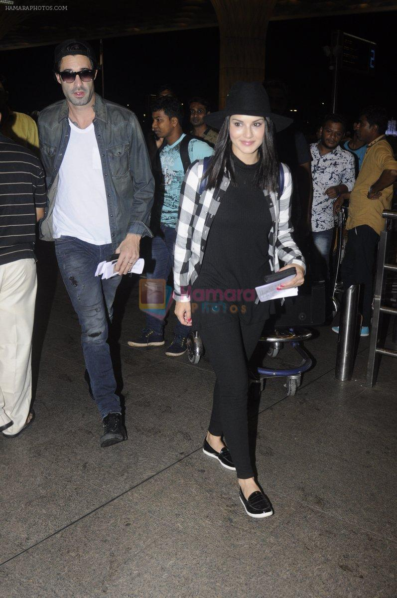 Sunny Leone snapped at airport on 28th Aug 2016