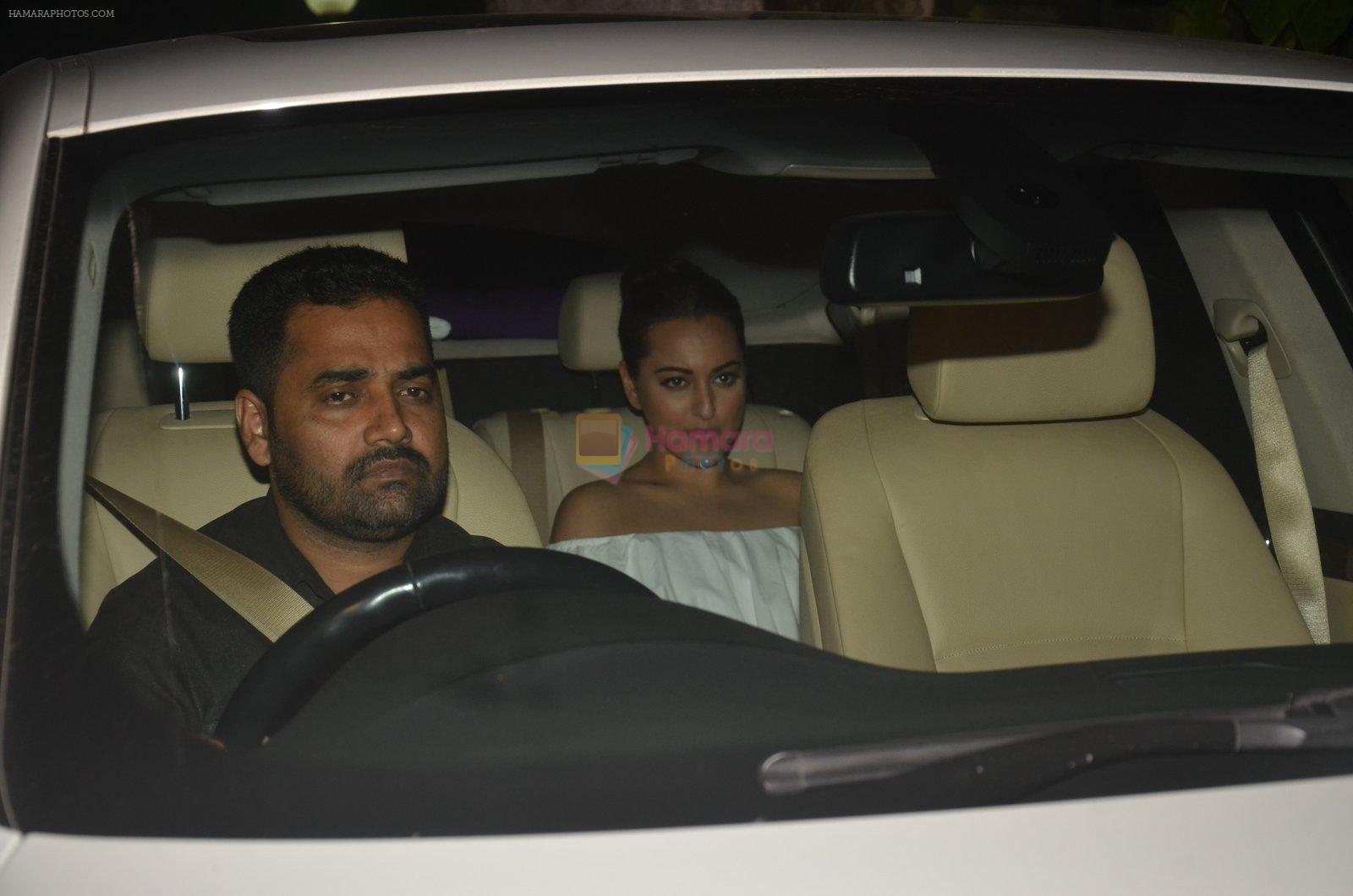 Sonakshi Sinha at Akshay Kumar hosts a party in honour of Hollywood superstar Will Smith on 28th Aug 2016