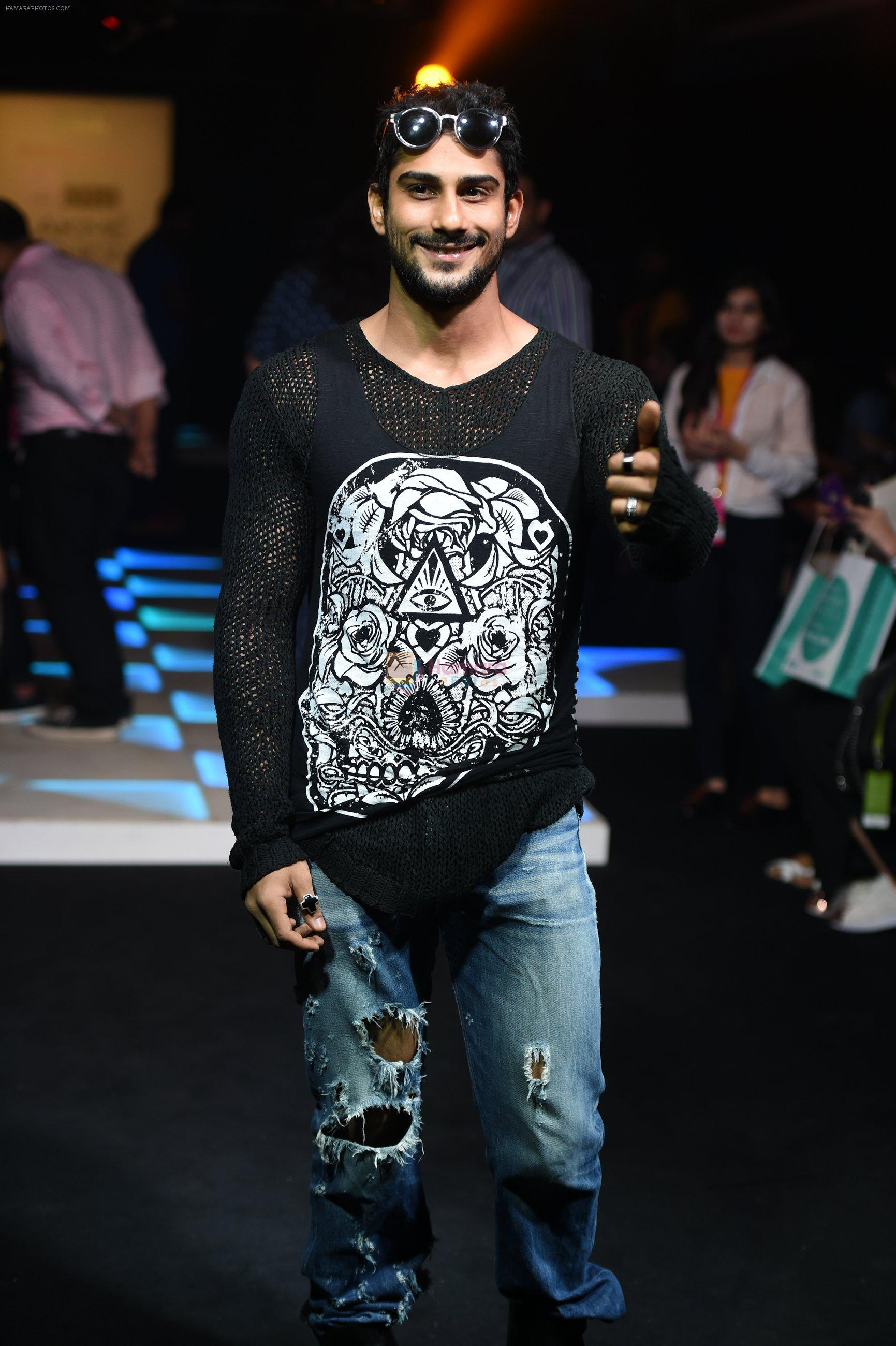 Prateik Babbar at Little Shilpa Show at Lakme Fashion Week 2016 on 28th Aug 2016