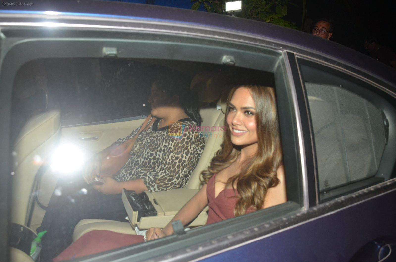 Esha Gupta at Akshay Kumar hosts a party in honour of Hollywood superstar Will Smith on 28th Aug 2016