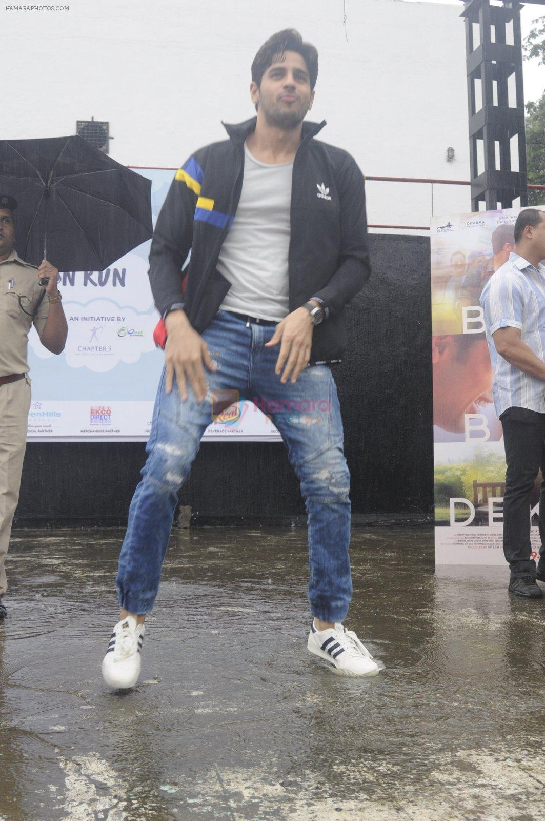 Sidharth Malhotra at iit powai for marathon on 29th Aug 2016