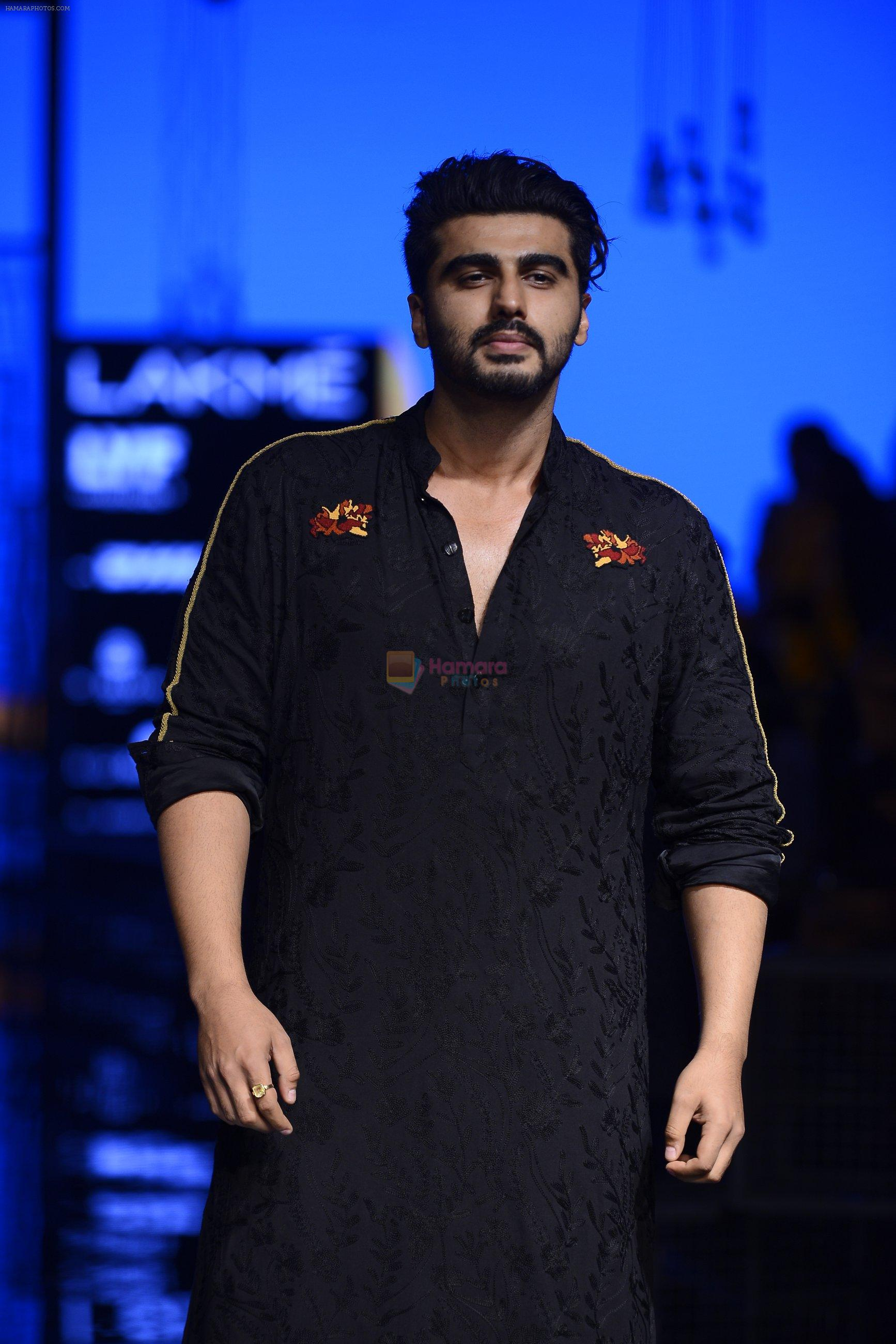 Arjun Kapoor walk the ramp for Kunal Rawal Show at Lakme Fashion Week 2016 on 28th Aug 2016