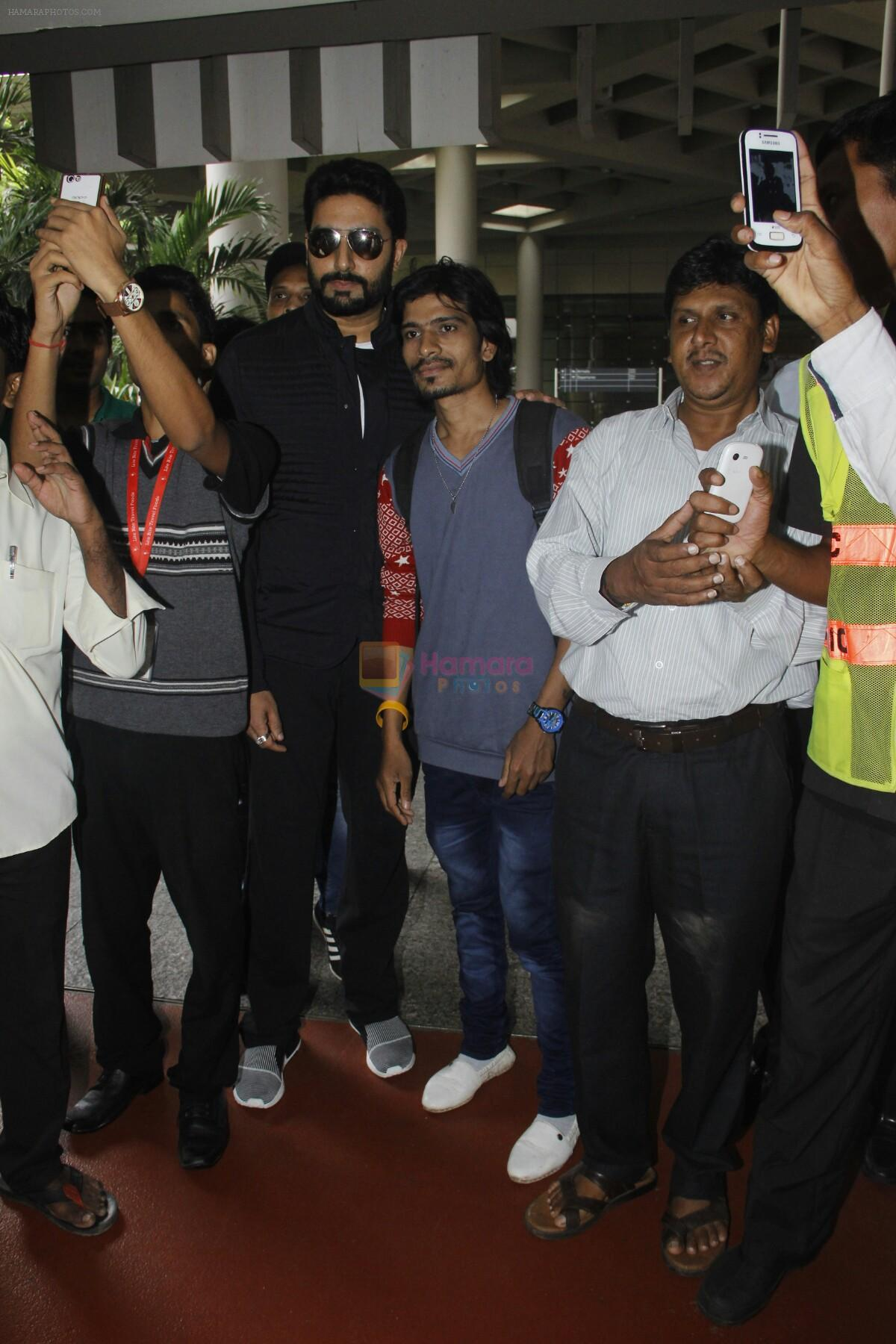 Abhishek Bachchan snapped at airport on 29th Aug 2016