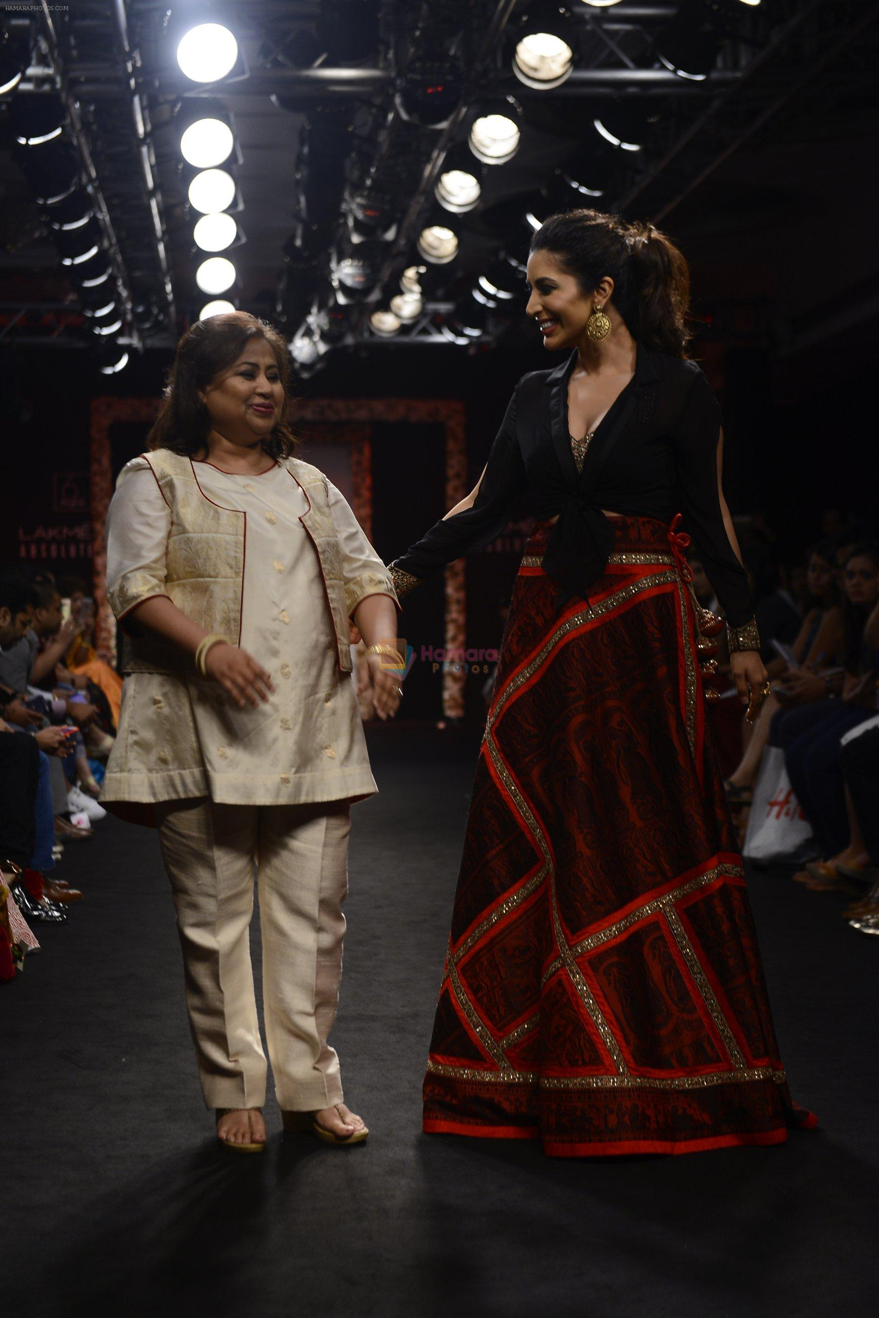 Sophie choudry walk the ramp for Sumona Parekh Show at Lakme Fashion Week 2016 on 28th Aug 2016