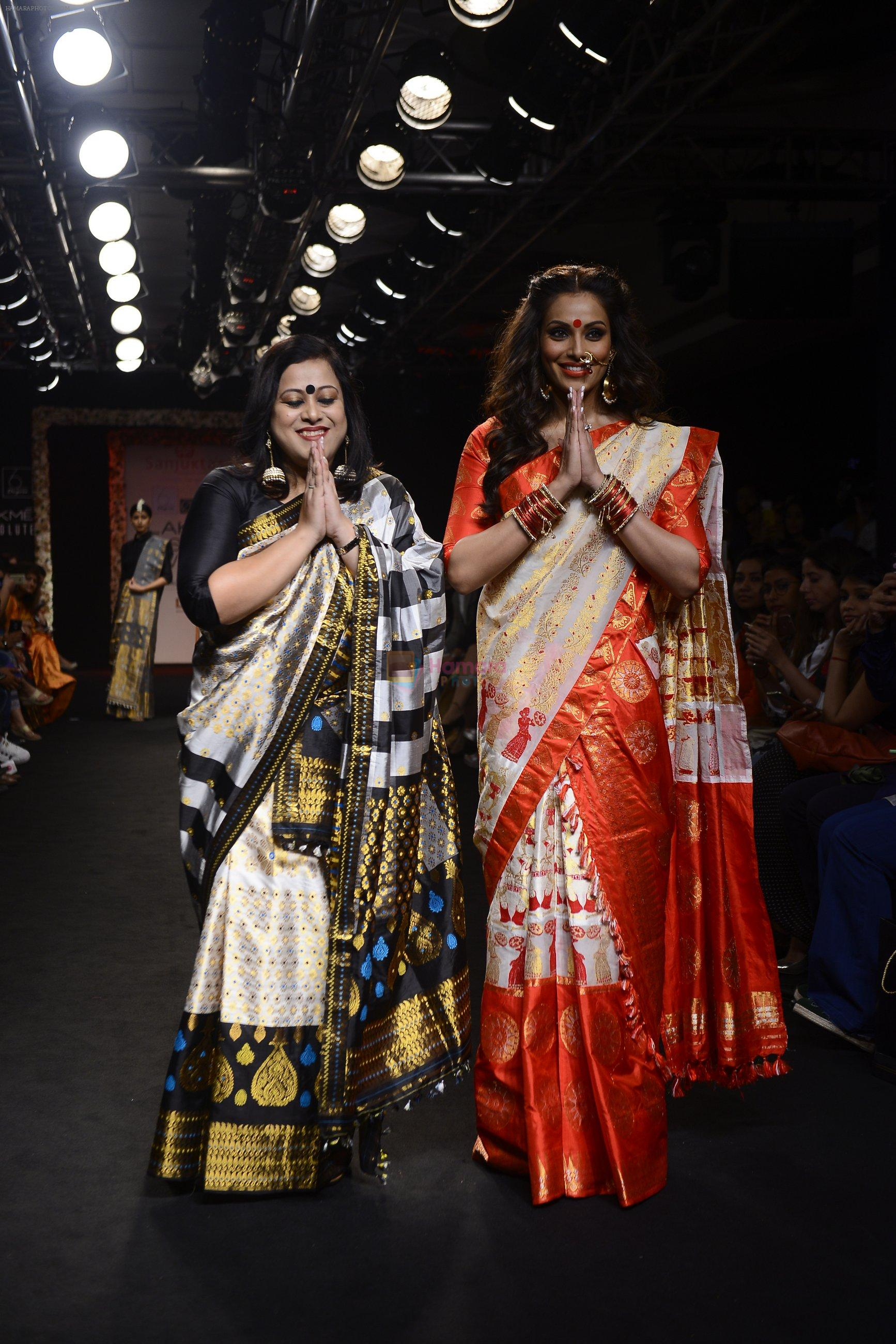 Bipasha Basu walk the ramp for Sanjukta Dutta Show at Lakme Fashion Week 2016 on 28th Aug 2016