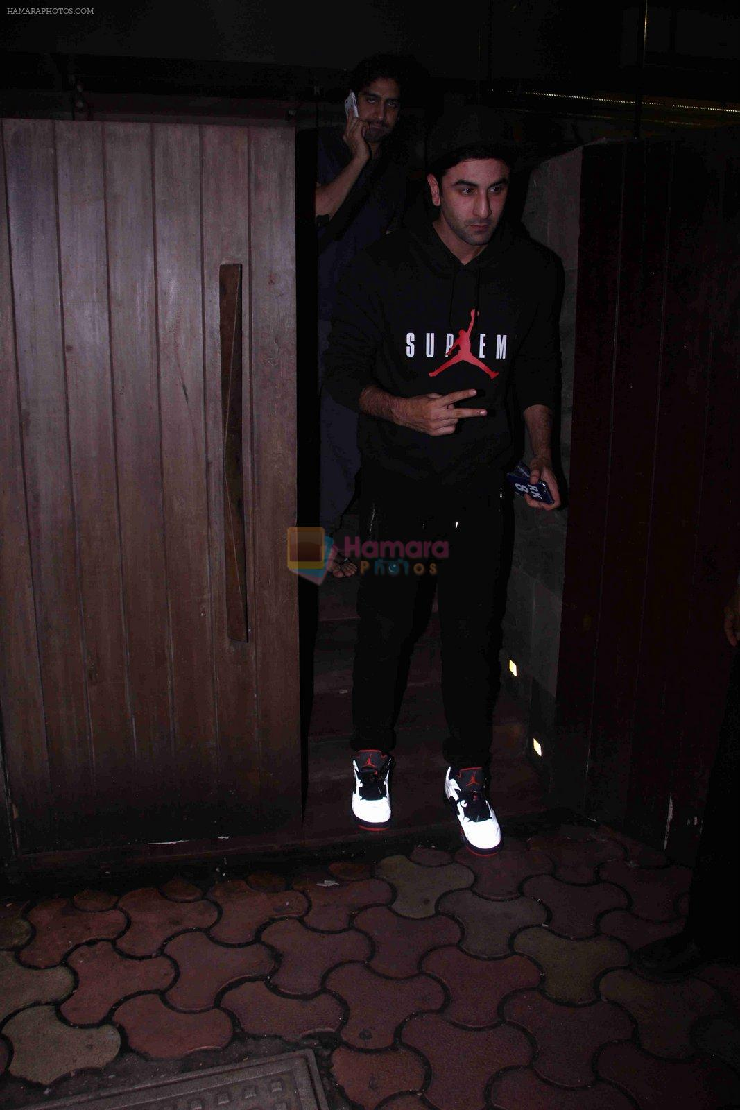 Ranbir Kapoor snapped in Bandra on 29th Aug 2016