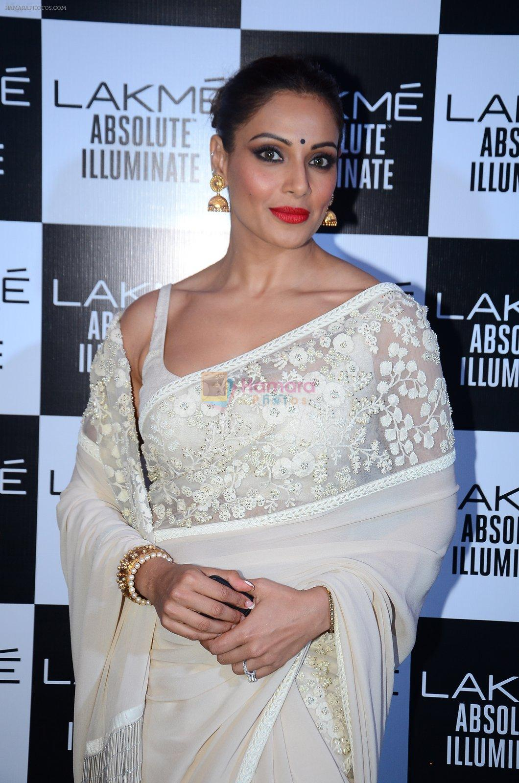 Bipasha Basu at Sabyasachi Show Grand Finale at Lakme Fashion Week 2016 on 28th Aug 2016