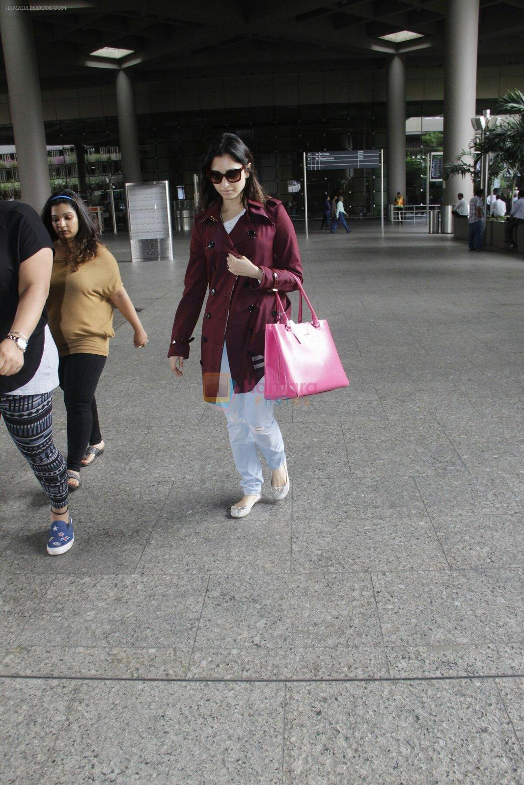 Tamannaah Bhatia snapped at airport on 30th Aug 2016