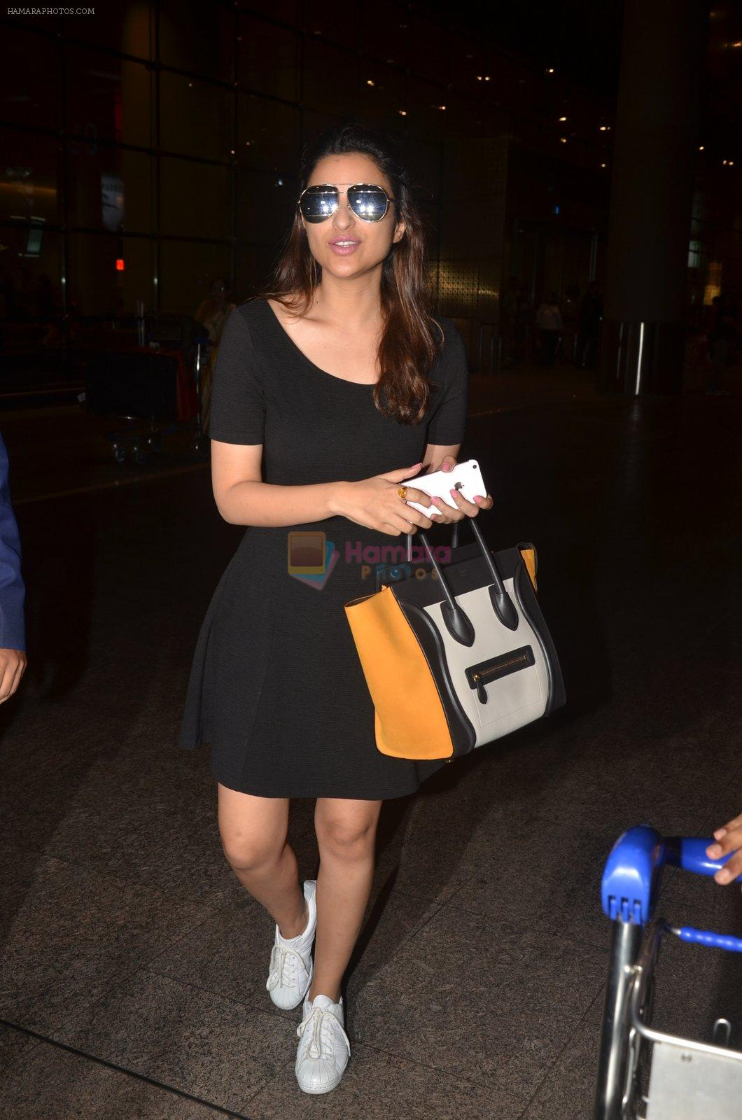 Parineeti Chopra snapped at airport on 30th Aug 2016