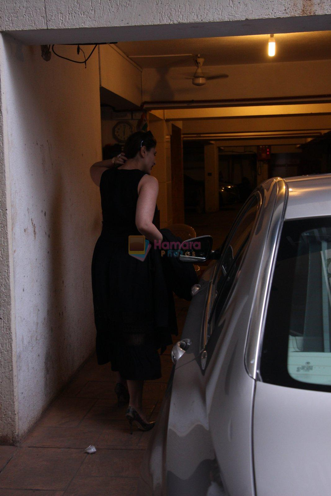 Kareena Kapoor snapped post lunch on 31st Aug 2016