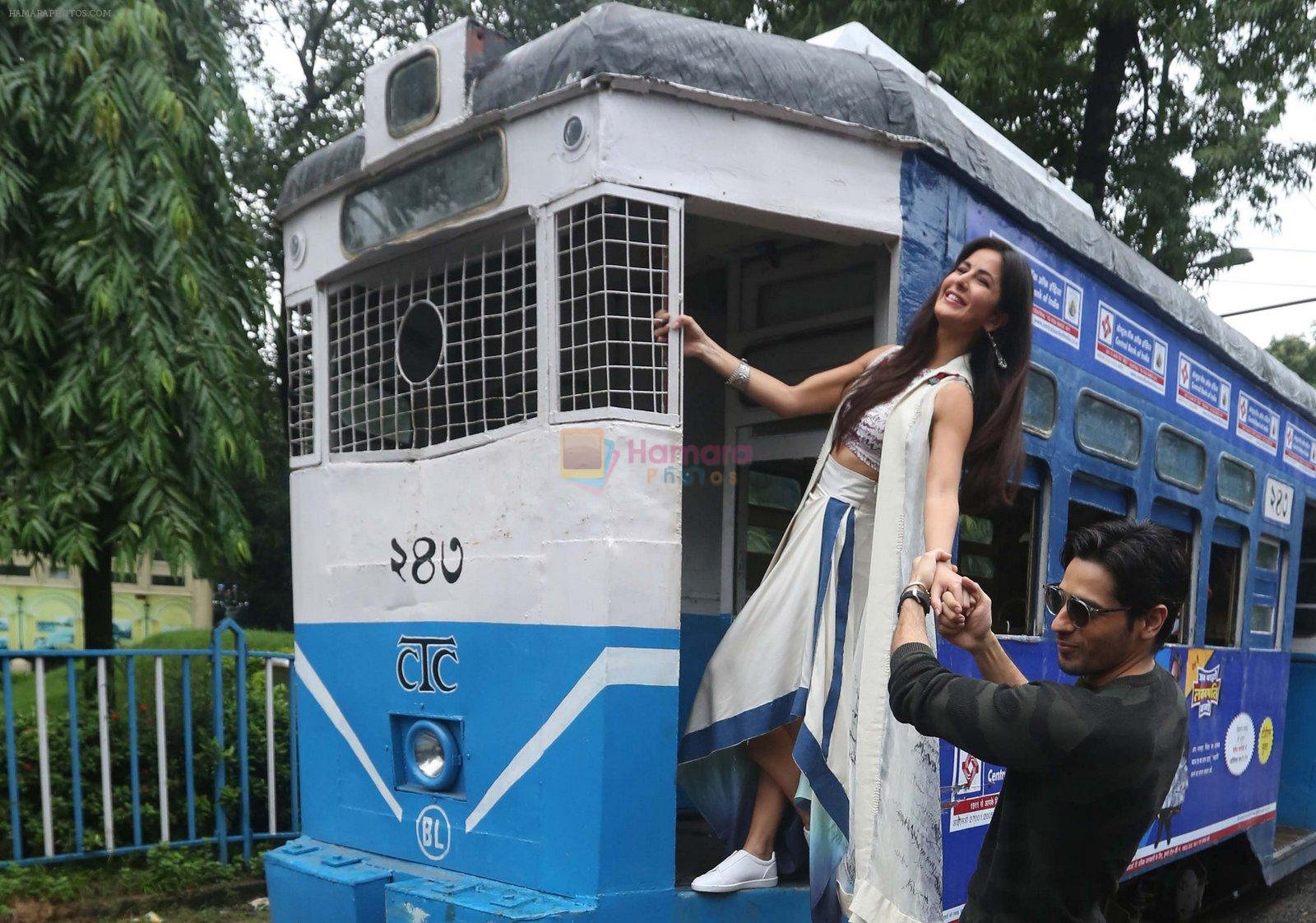 Sidharth Malhotra and Katrina Kaif in Kolkatta on 31st Aug 2016