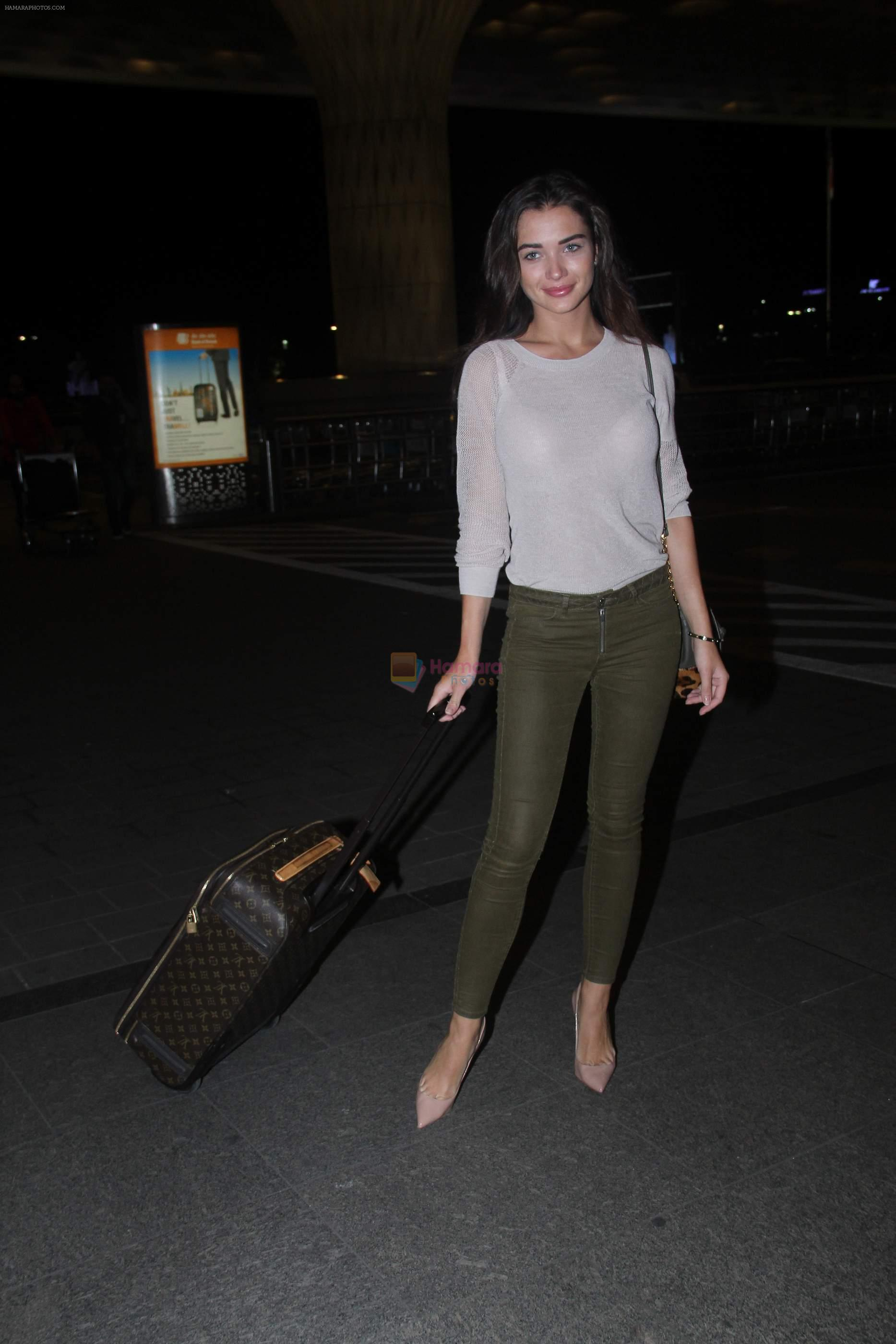 Amy Jackson snapped at airport on 30th Aug 2016