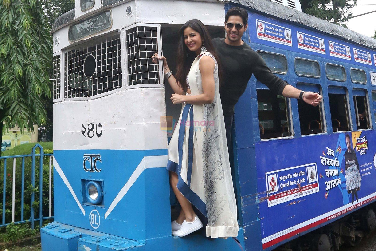 Sidharth Malhotra and Katrina Kaif in Kolkatta on 31st Aug 2016