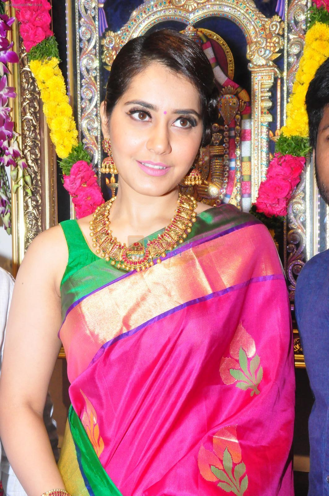 Raashi Khanna Inagurated R.S Brothers at Kothapet on 2nd Sept 2016