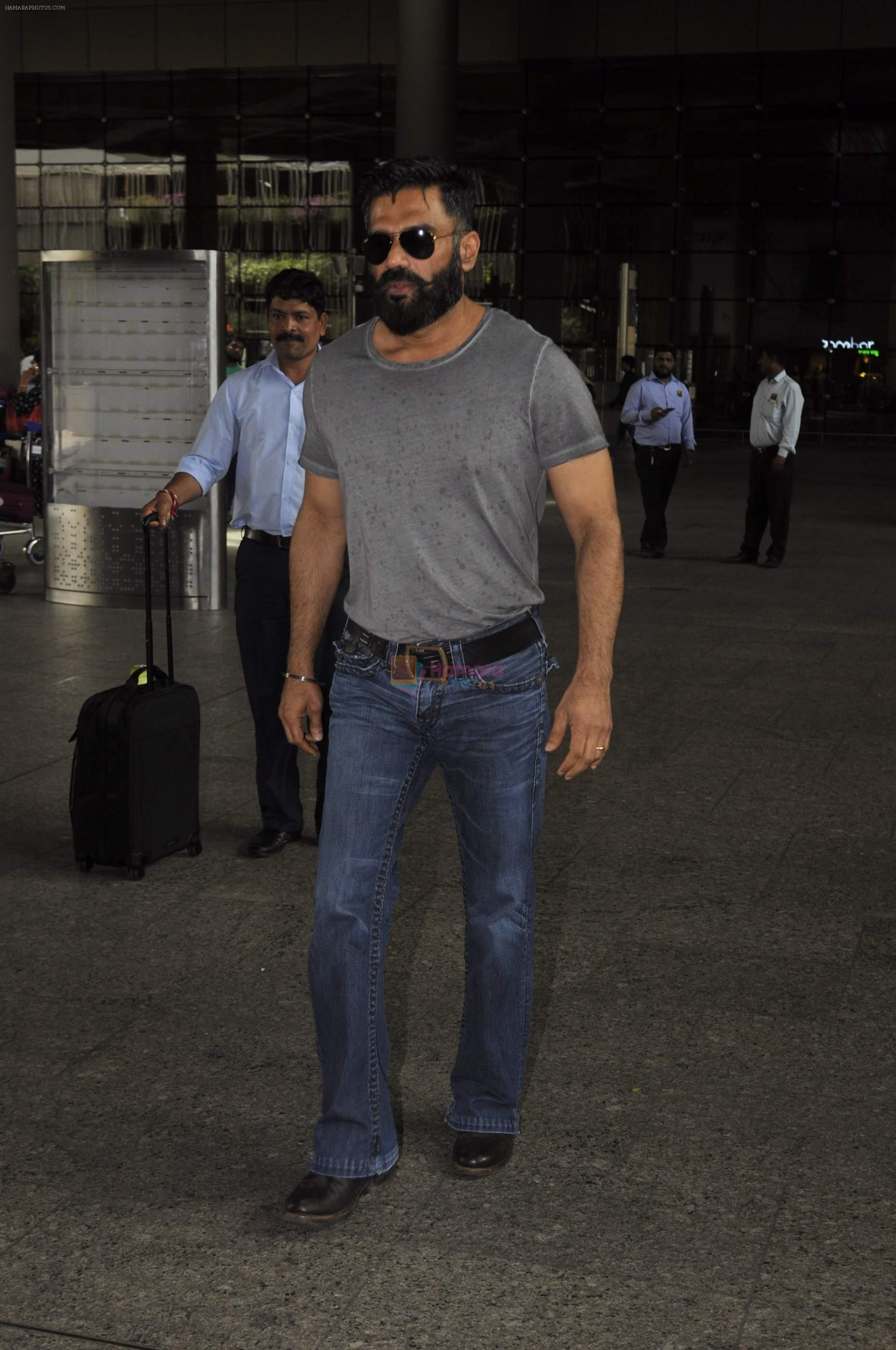 Sunil Shetty snapped at airport on 1st Sept 2016