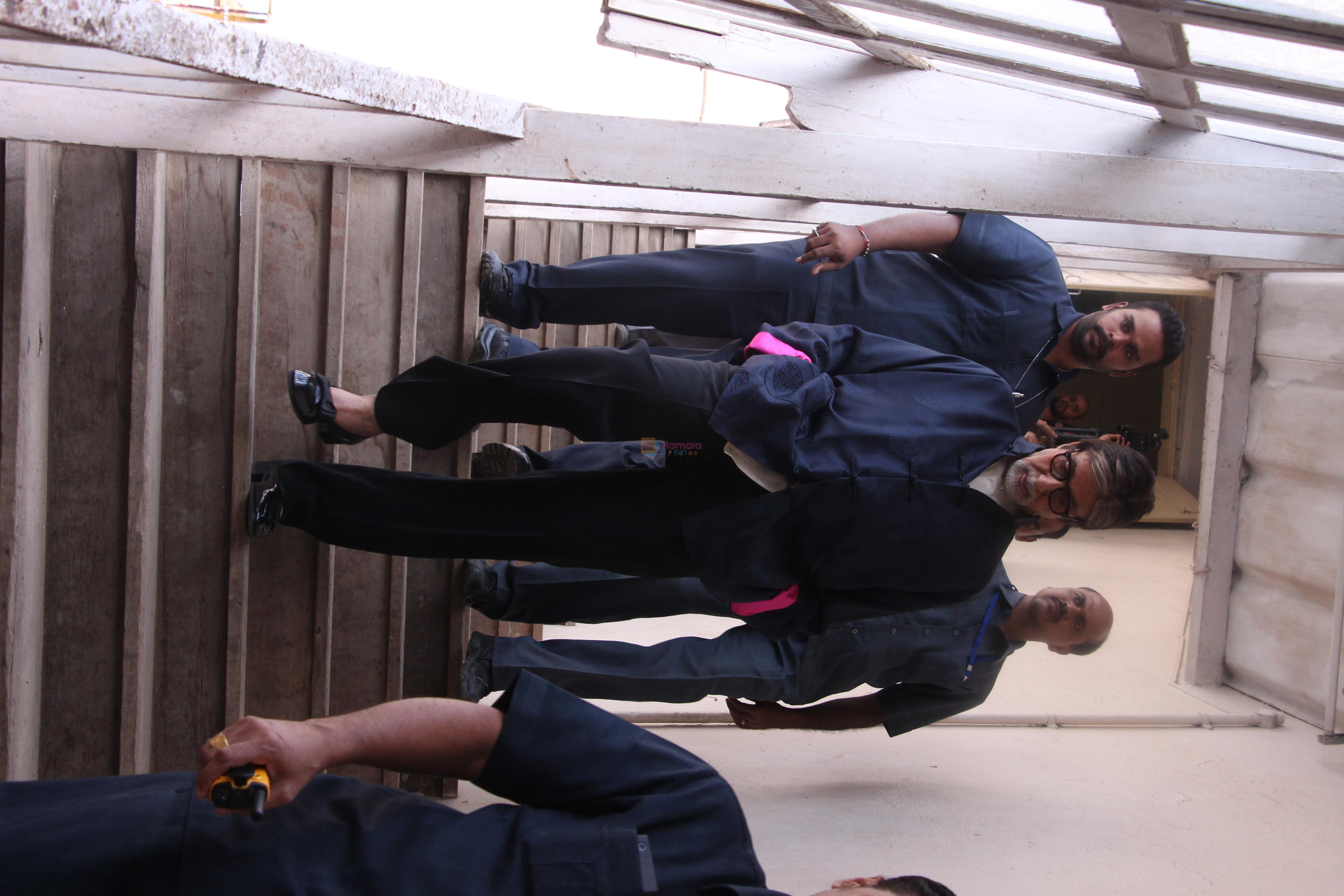 Amitabh Bachchan snapped at Mehboob on 1st Sept 2016