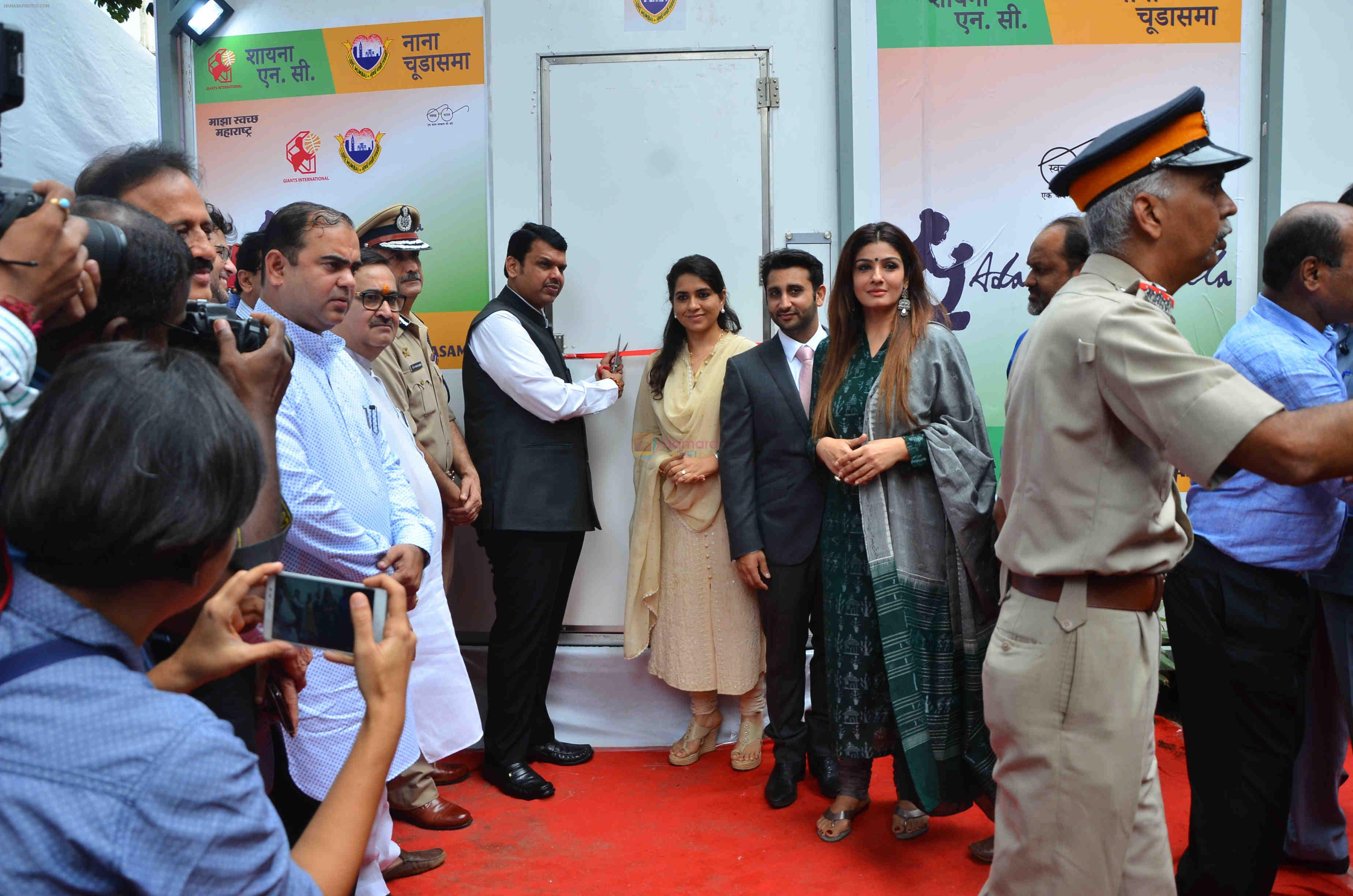 Raveena Tandon, Shaina NC at event where toilets for police were launched on 2nd Sept 2016