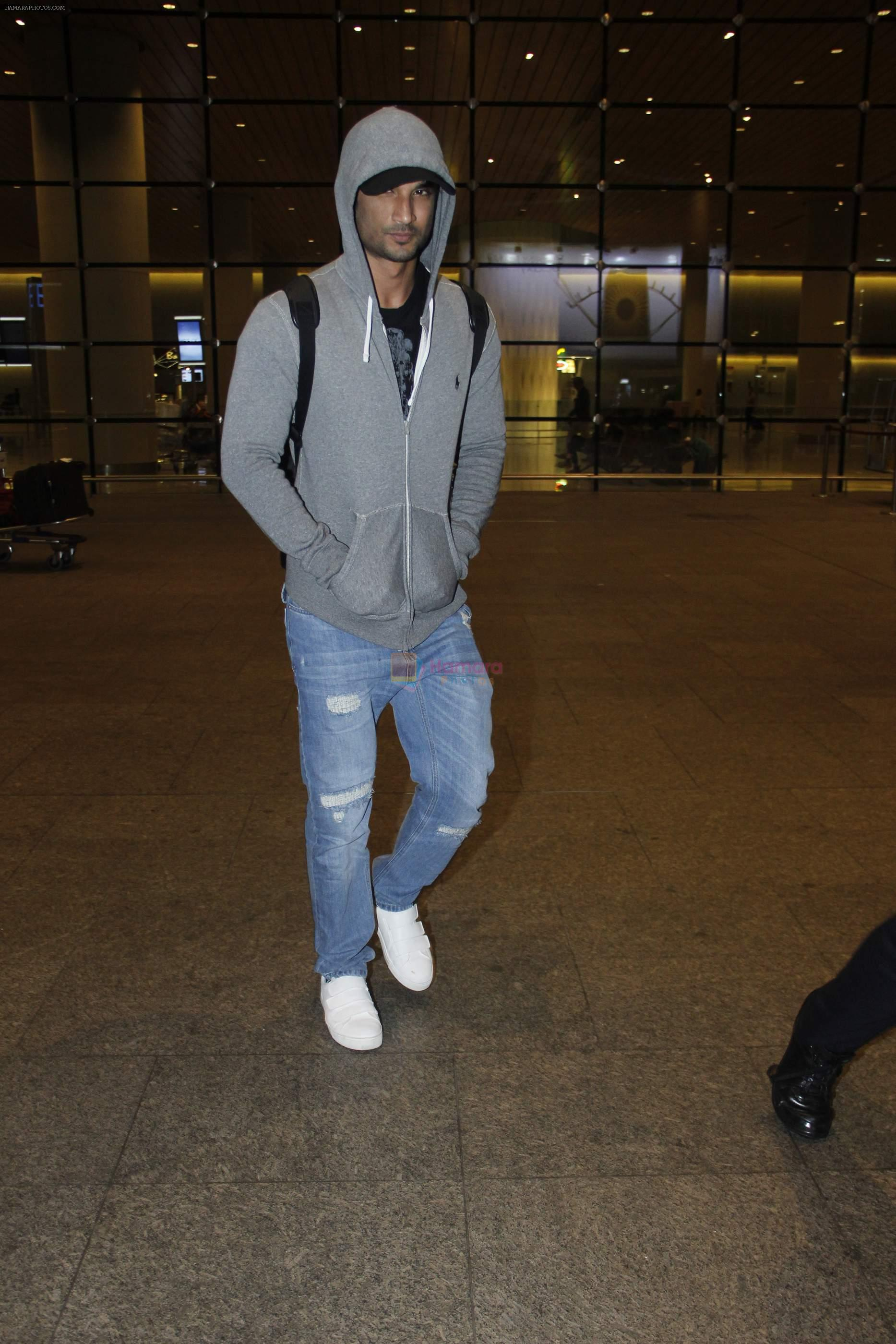 Sushant Singh Rajput snapped at airport on 1st Sept 2016