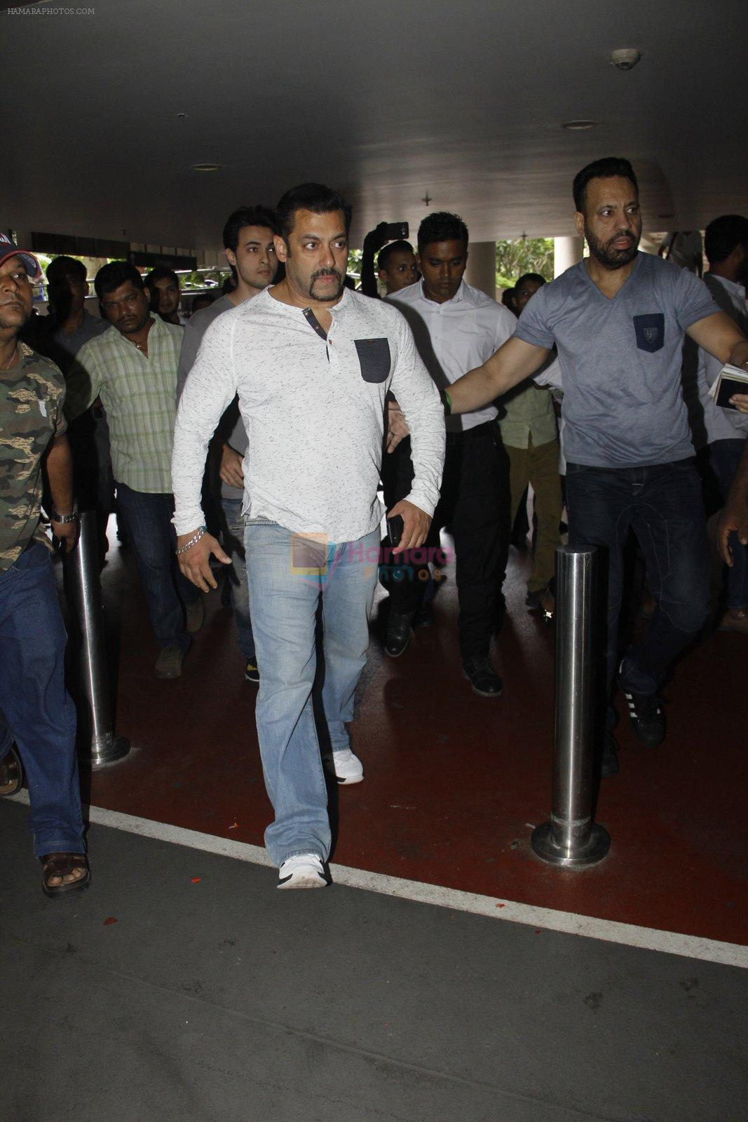 Salman Khan snapped on 2nd Sept 2016
