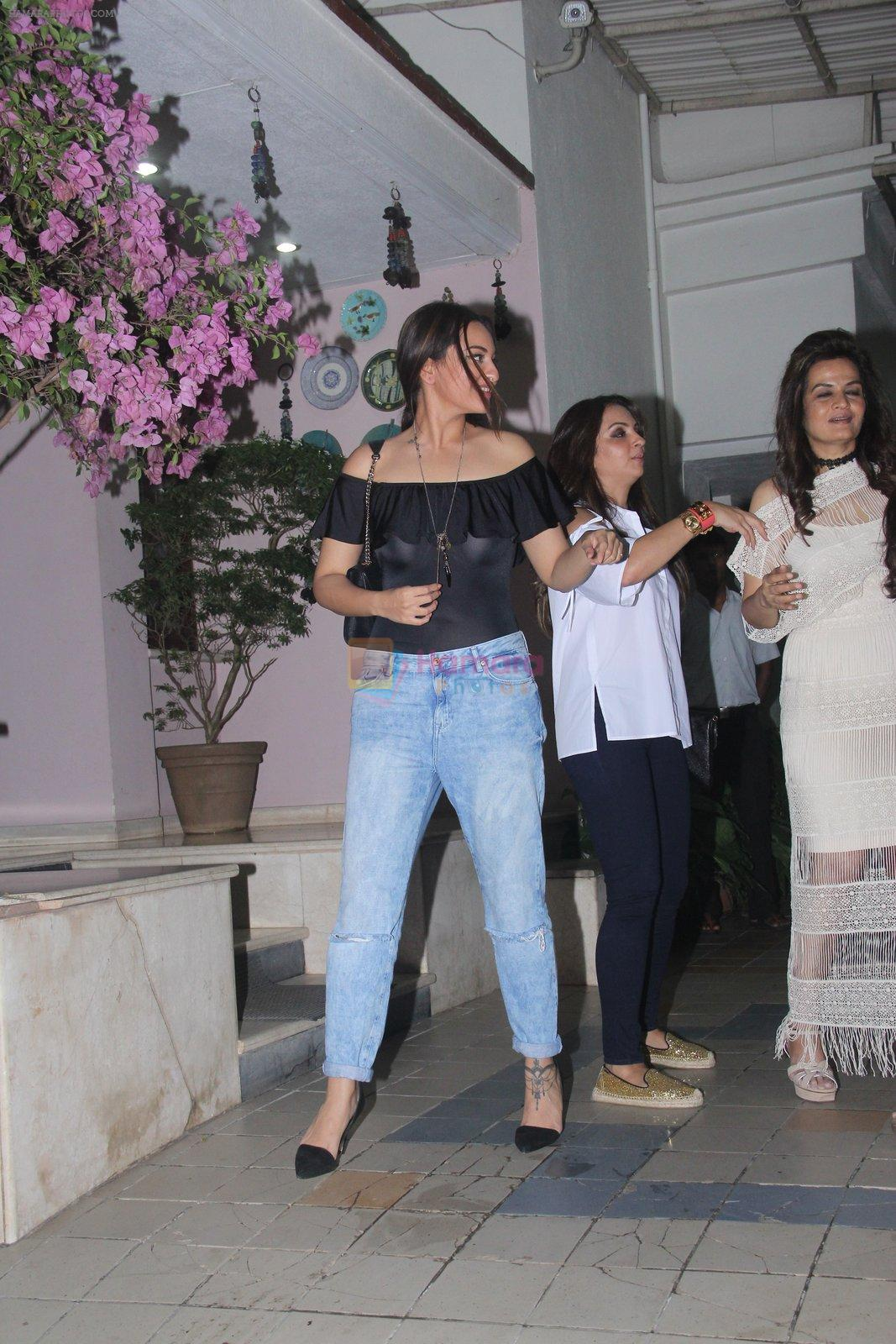 Sonakshi Sinha at Dipti Sandesara's bash on 2nd Sept 2016