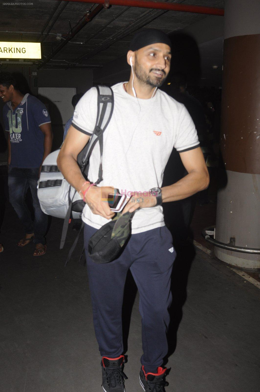 Harbhajan Singh snapped at airport on 2nd Sept 2016