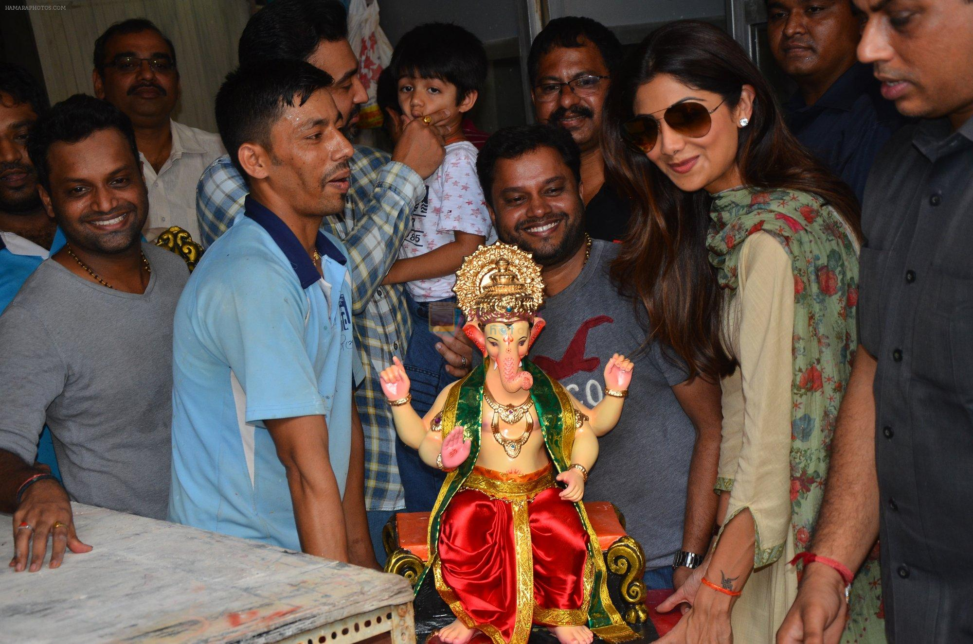 Shilpa Shetty at the arrival of Ganpati Bappa on 3rd Sept 2016