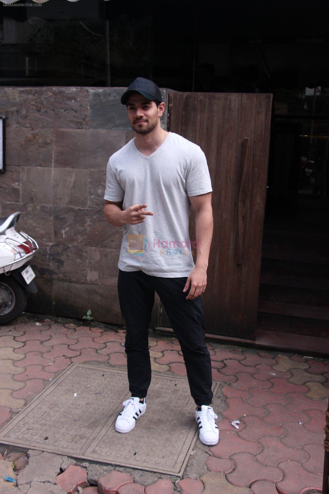 Sooraj Pancholi snapped in Bandra on _th Sept 2016