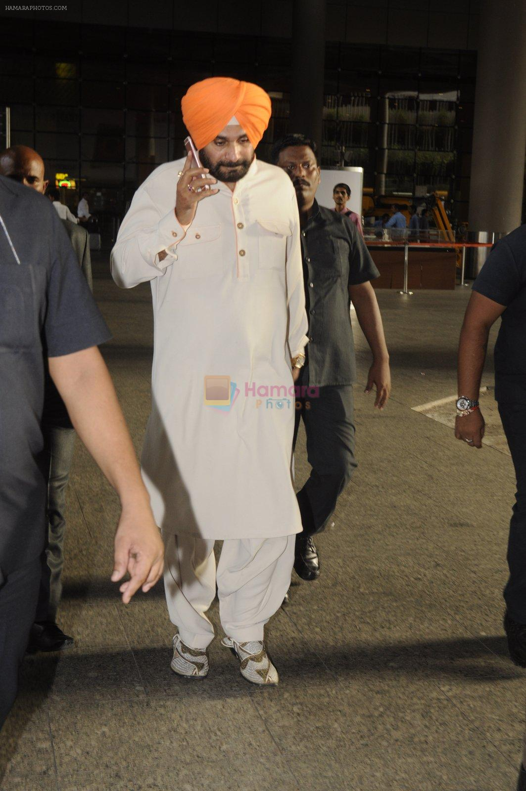 Navjot Singh Sidhu snapped at airport on 4th Sept 2016