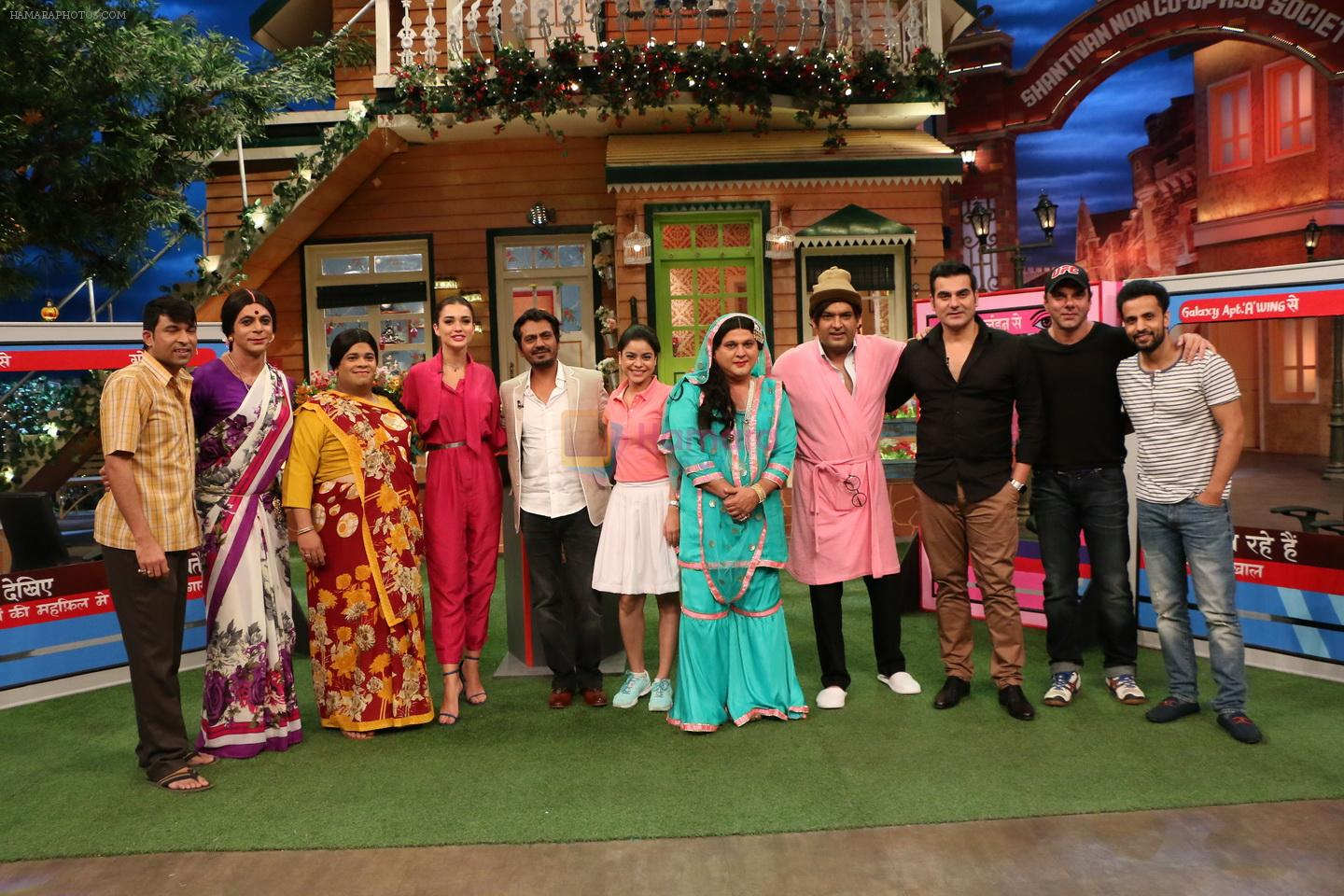 The cast of Freaky Ali on the sets of TKSS