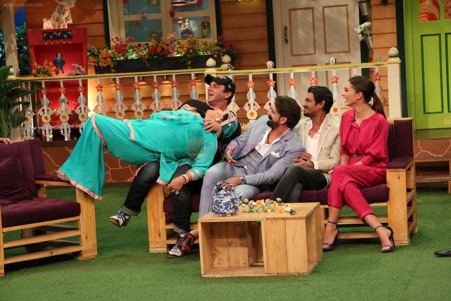 Nani entertains the cast of Freaky Ali on the sets of The Kapil