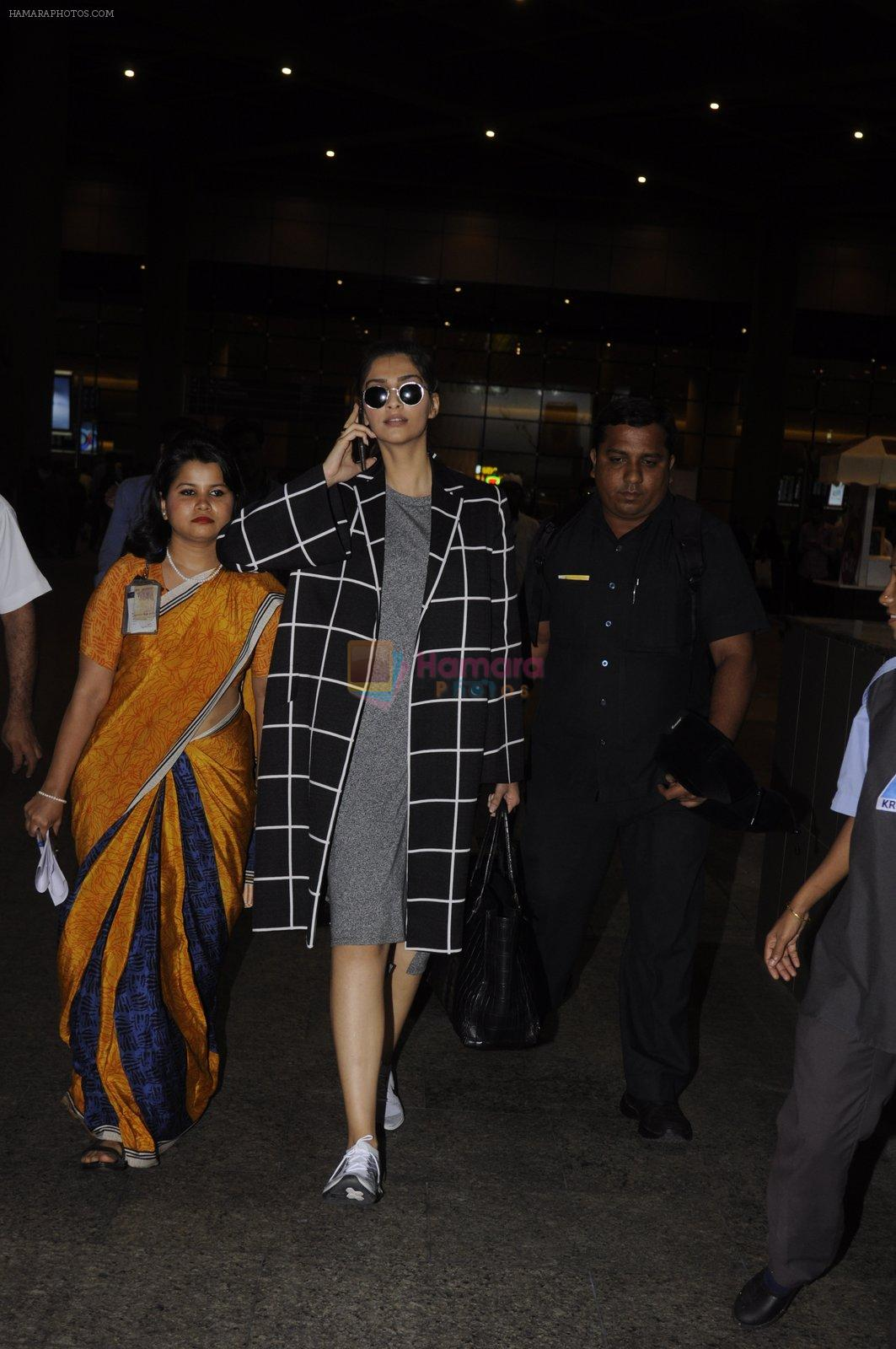 Sonam Kapoor snapped at airport on 5th Sept 2016