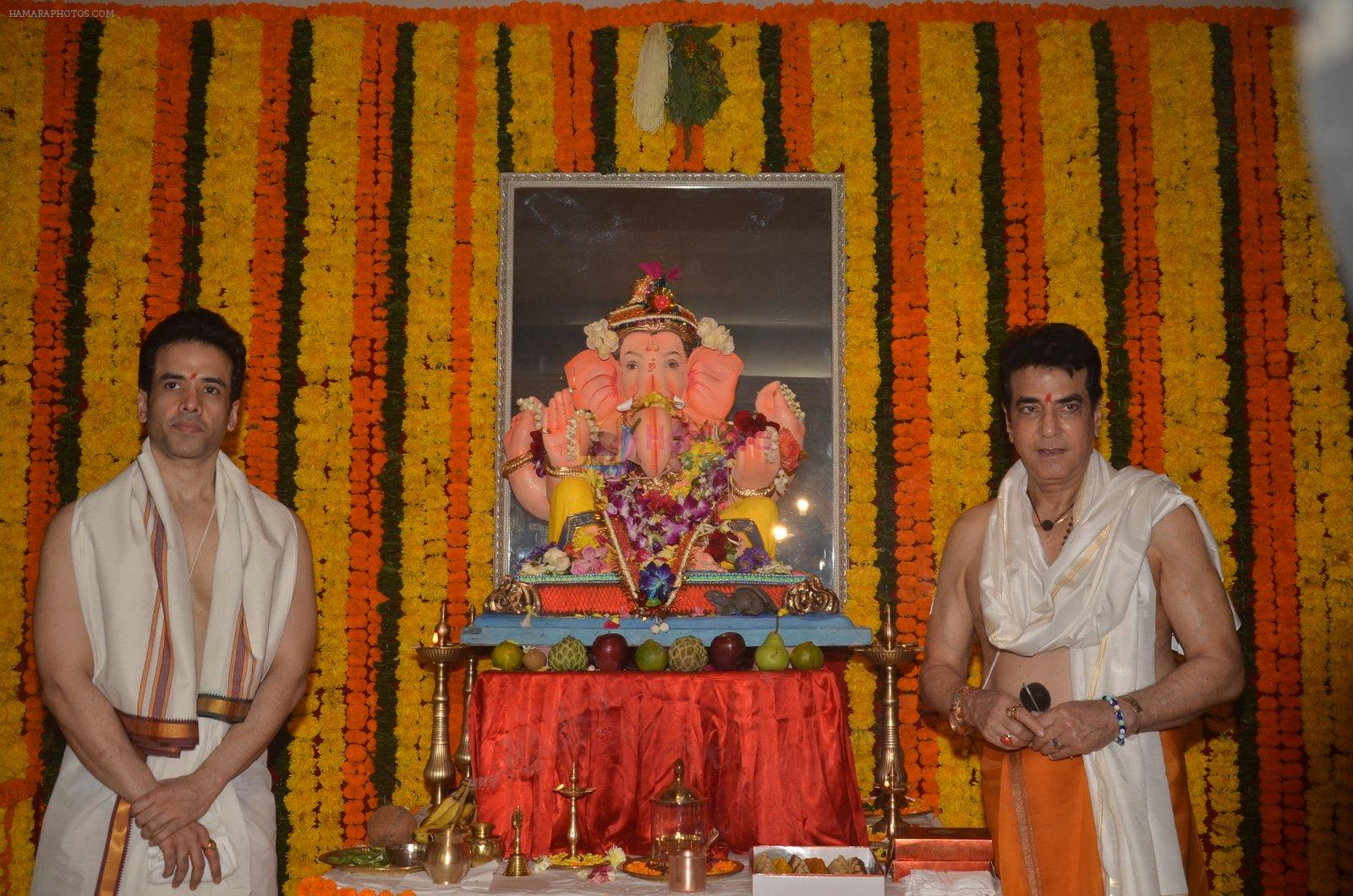 Jeetendra and Tusshar Kapoor Ganpati celebration on 5th Sept 2016