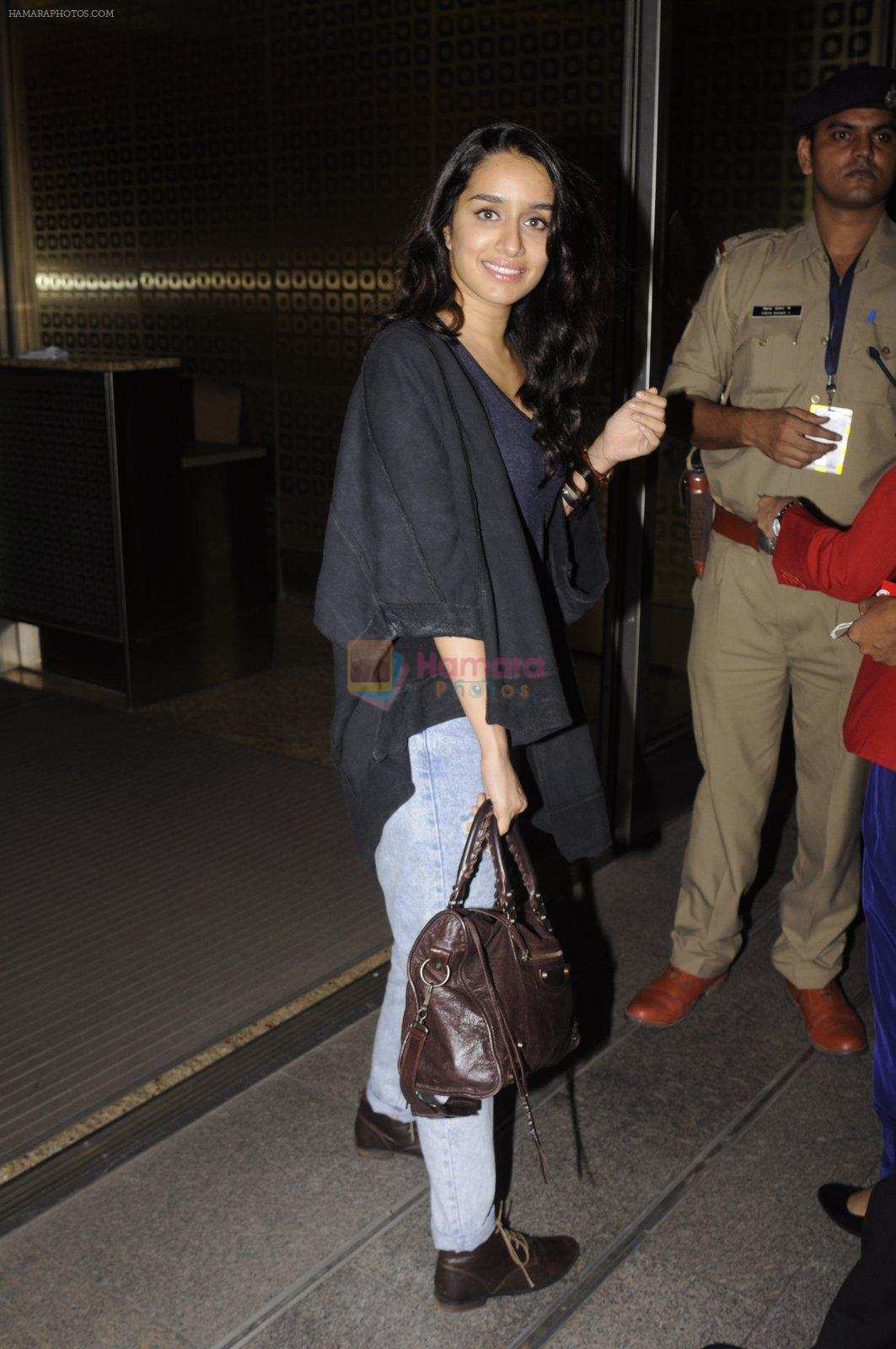 Shraddha Kapoor snapped at airport on 5th Sept 2016