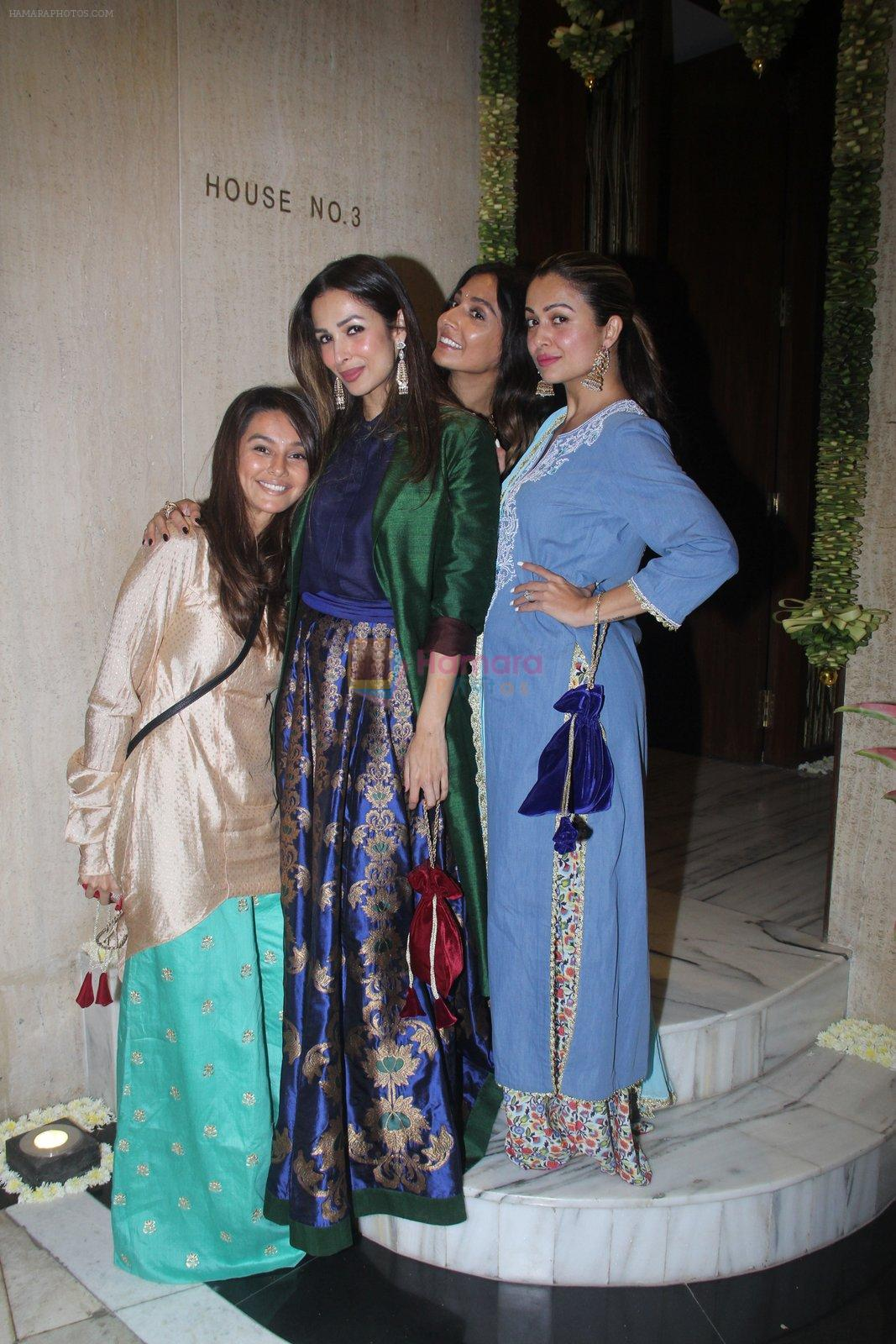 Malaika Arora, Amrita Arora at Manish Malhotra's Ganpati Visarjan on 6th Sept 2016