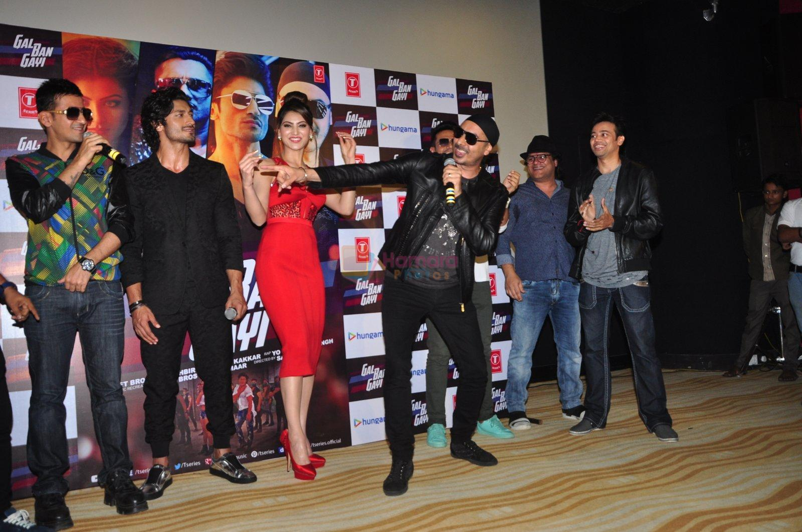 Urvashi Rautela, Vidyut Jamwal, Harmeet Singh, Sukhbir Singh and Manmeet Singh during the launch of song Gal Ban Gayi in Mumbai on 7th Sept 2016
