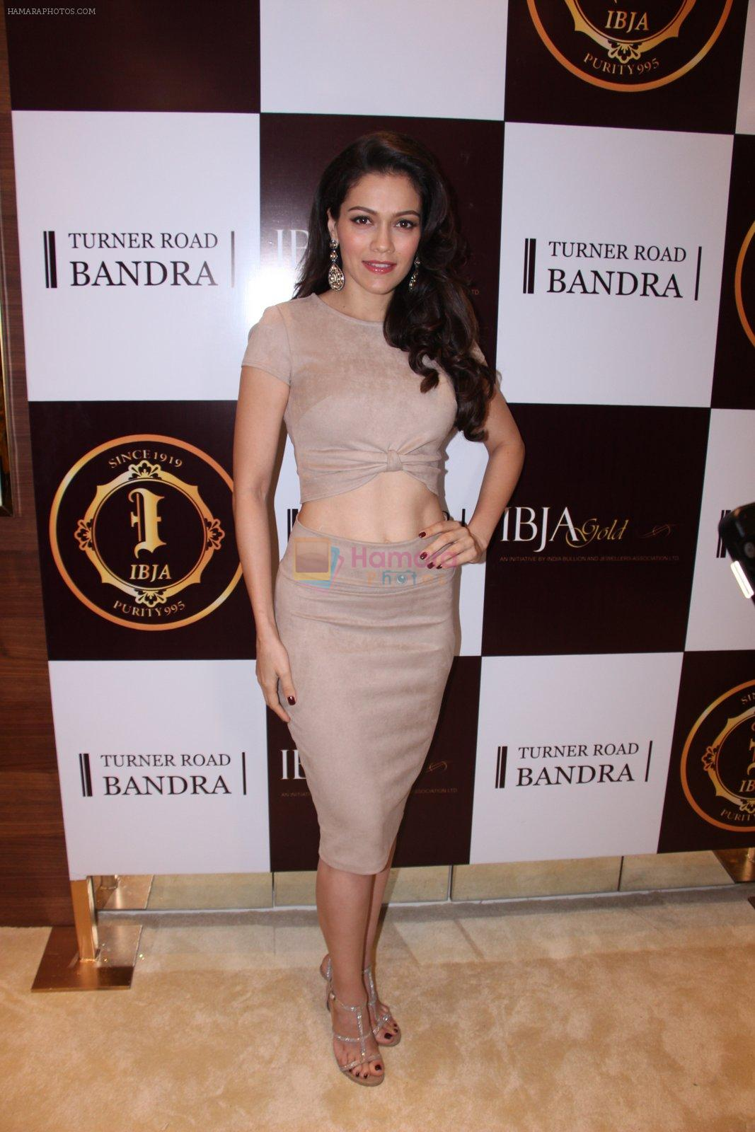 Waluscha de Sousa during the launch of India's first customized gold coin store IBJA Gold, in Mumbai on 7th Sept 2016
