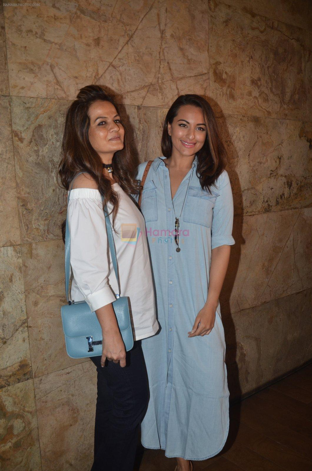 Sonakshi Sinha at Freaky Ali screening on 7th Sept 2016